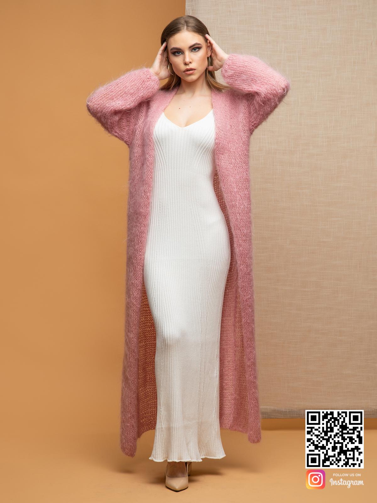 На шестой фотографии кардиган женский пушистый для модниц от Shapar, бренда женской одежды ручной работы в интернет-магазине связанных спицами вещей.