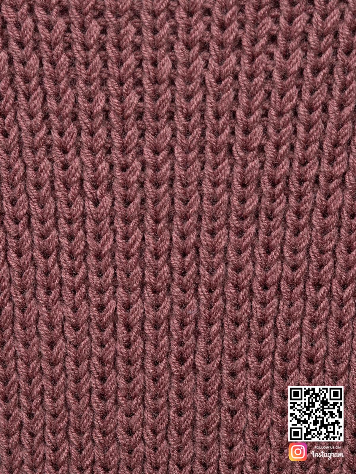 На четвертой фотографии женский классический кардиган крупным планом от Shapar, бренда вязаной одежды ручной работы в интернет-магазине связанных спицами вещей.