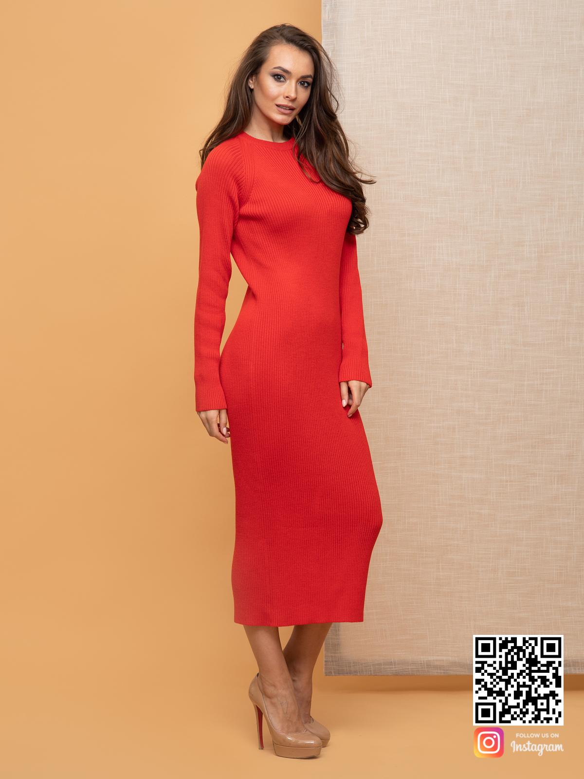 На третьей фотографии женское красное платье лапша футляр от Shapar, бренда вязаной одежды ручной работы в интернет-магазине связанных спицами вещей.