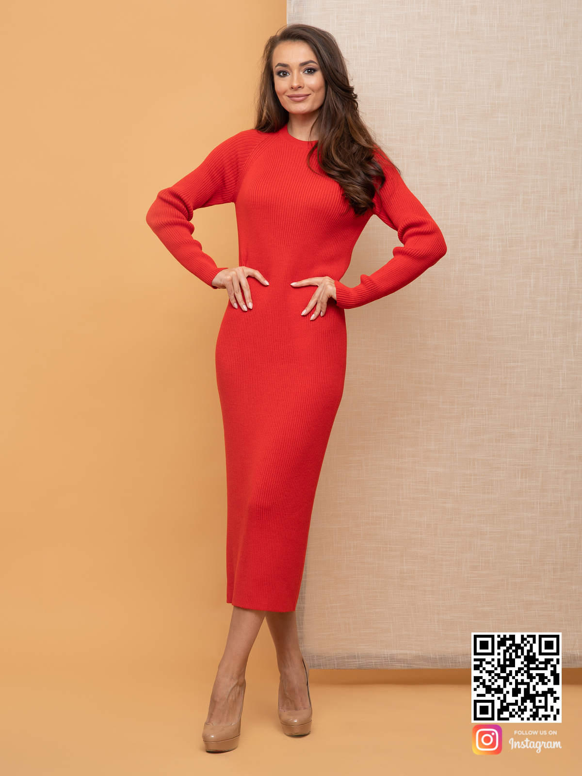 На четвертой фотографии красное платье футляр для девушек и женщин от Shapar, бренда вязаной одежды ручной работы в интернет-магазине связанных спицами вещей.