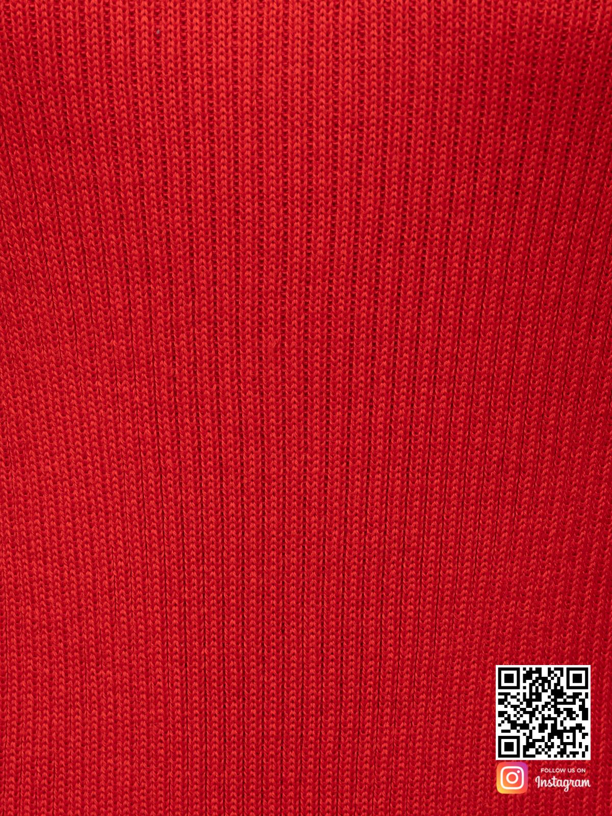 На шестой фотографии женское красное платье футляр крупным планом от Shapar, бренда вязаной одежды ручной работы в интернет-магазине связанных спицами вещей.
