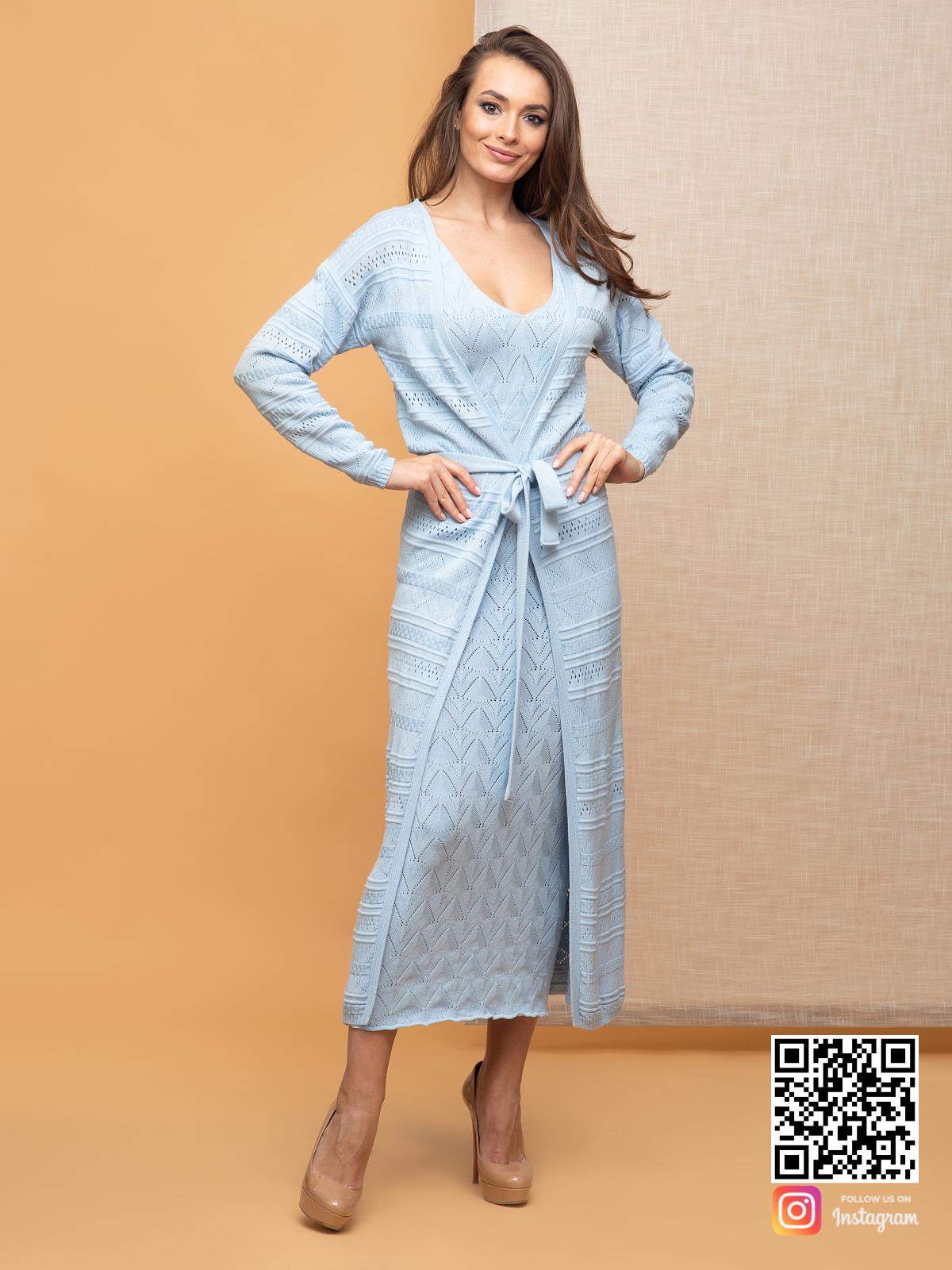 На фотографии женский летний кардиган от Shapar, бренда вязаной одежды ручной работы в интернет-магазине связанных спицами вещей.