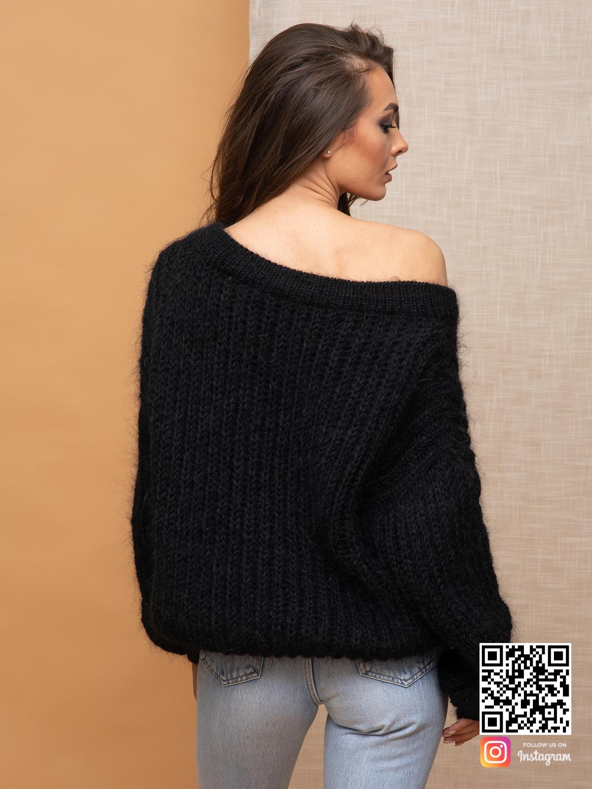 На второй фотографии женский мохеровый джемпер со спины от Shapar, бренда вязаной одежды ручной работы в интернет-магазине связанных спицами вещей.