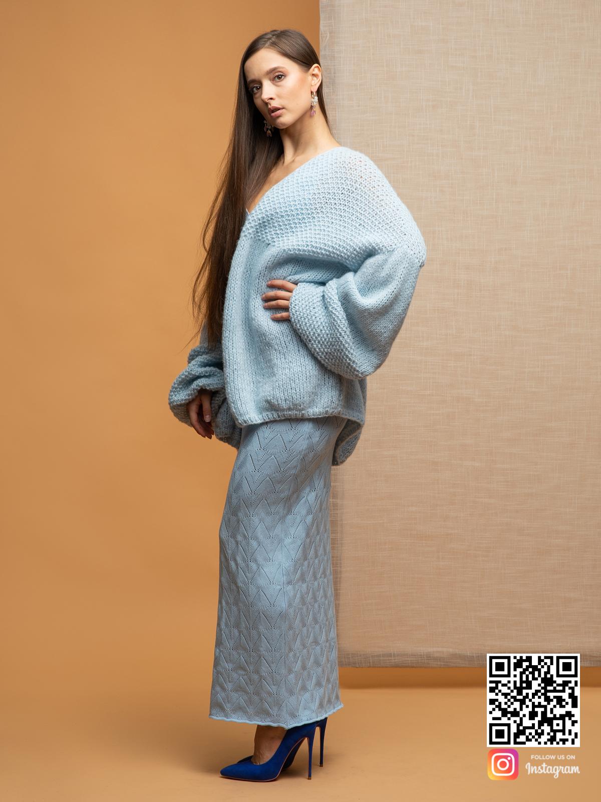 На шестой фотографии голубой нежный кардиган для романтичных натур от Shapar, бренда вязаной одежды ручной работы в интернет-магазине связанных спицами вещей.