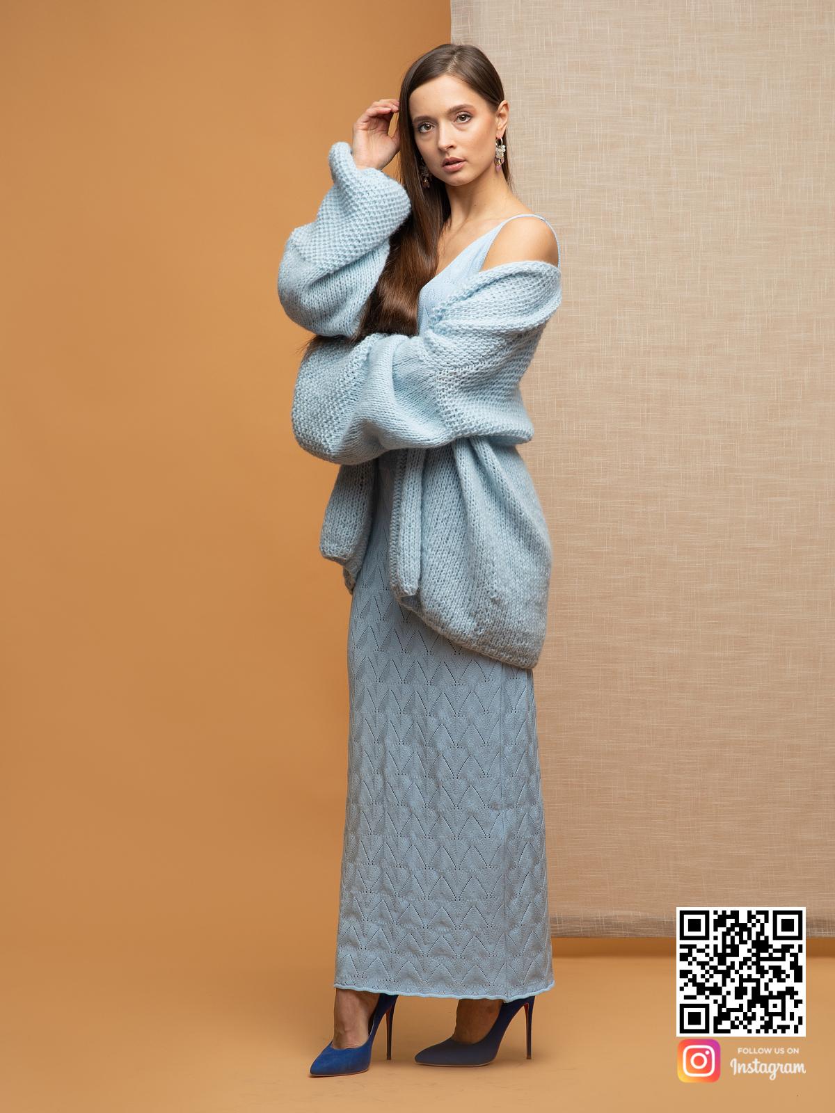 На четвертой фотографии женский нежный кардиган из альпаки от Shapar, бренда вязаной одежды ручной работы в интернет-магазине связанных спицами вещей.