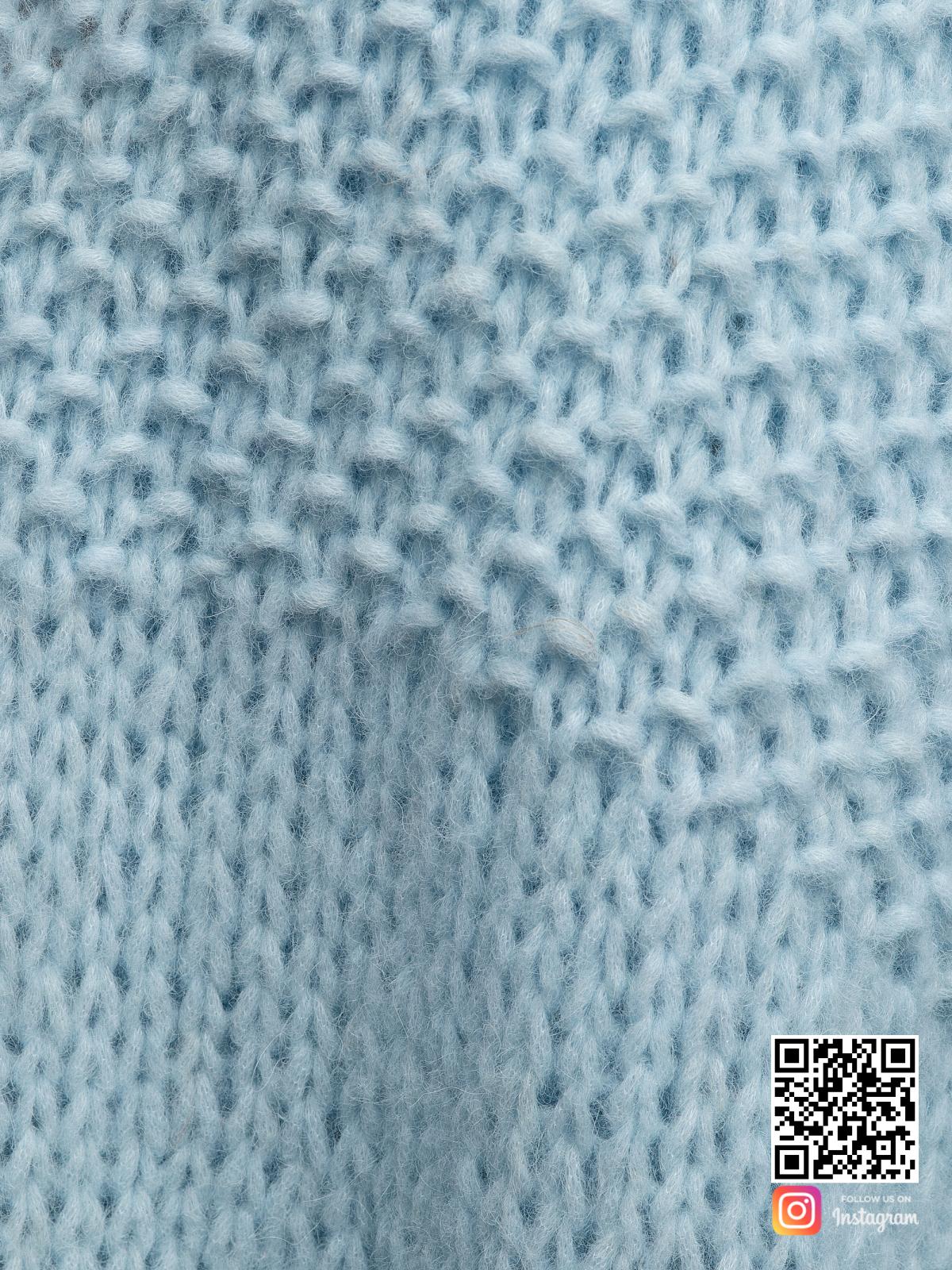 На третьей фотографии женский нежный кардиган крупным планом от Shapar, бренда вязаной одежды ручной работы в интернет-магазине связанных спицами вещей.