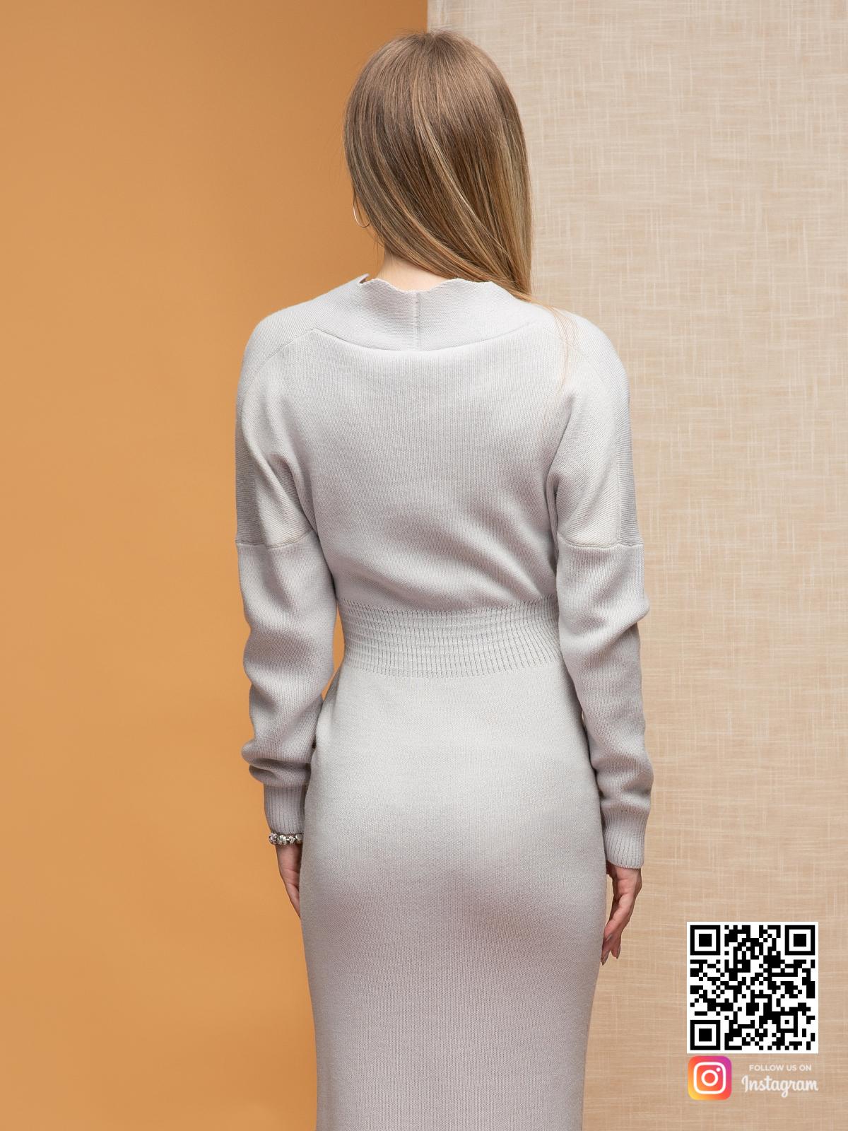 На четвертой фотографии модное серое офисное платье для девушек и женщин от Shapar, бренда женской одежды ручной работы в интернет-магазине связанных спицами вещей.