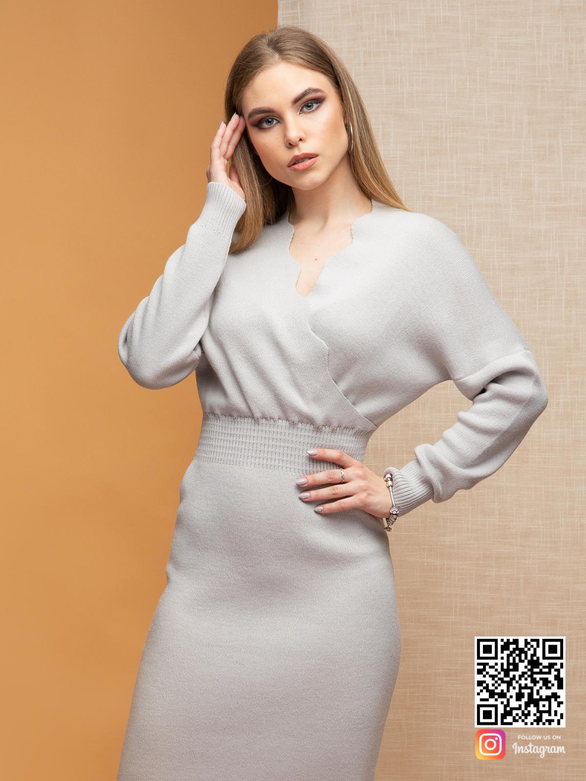 На третьей фотографии вязаное платье для офиса серого цвета от Shapar, бренда женской одежды ручной работы в интернет-магазине связанных спицами вещей.