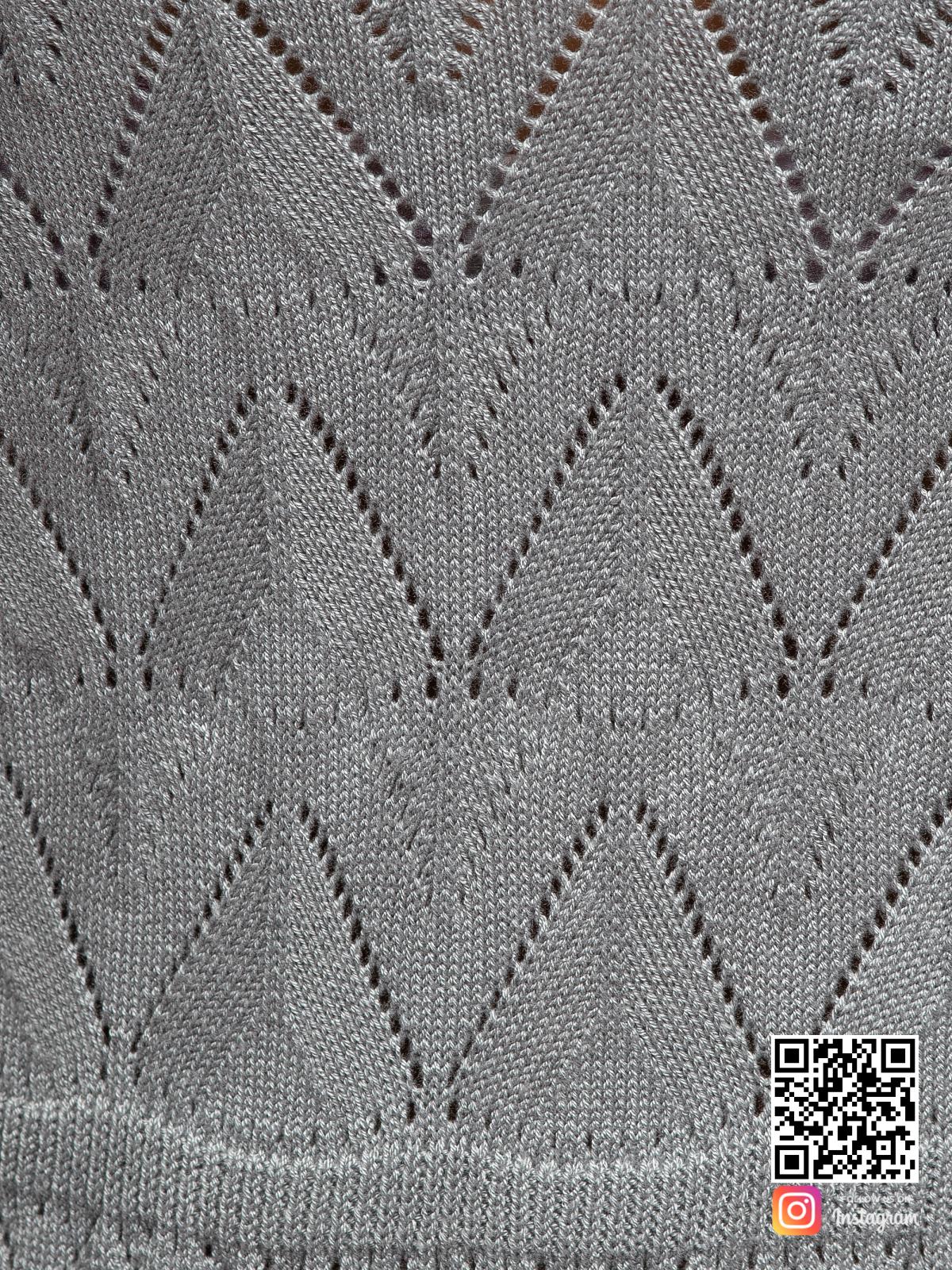 На пятой фотографии серое платье на бретельках крупным планом от Shapar, бренда вязаной одежды ручной работы в интернет-магазине связанных спицами вещей.