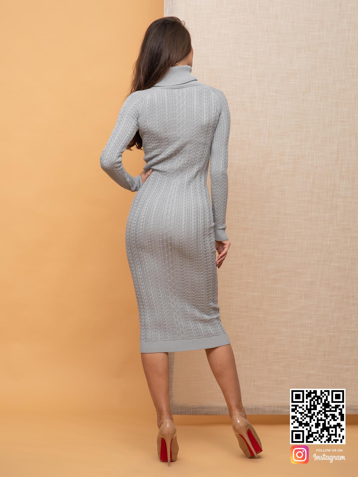 На пятой фотографии красивое серое вязаное платье с косами от Shapar, бренда женской одежды ручной работы в интернет-магазине связанных спицами вещей.