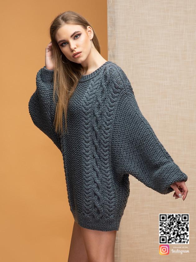 На фотографии серый джемпер женский от Shapar, бренда вязаной одежды ручной работы в интернет-магазине связанных спицами вещей.