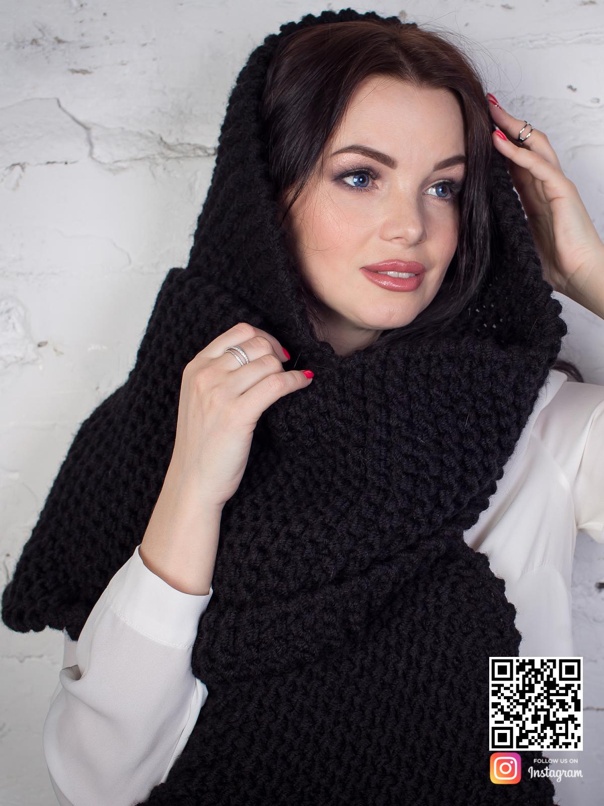 На третьей фотографии длинный женский шарф черного цвета от Shapar, бренда вязаной одежды ручной работы в интернет-магазине связанных спицами вещей.