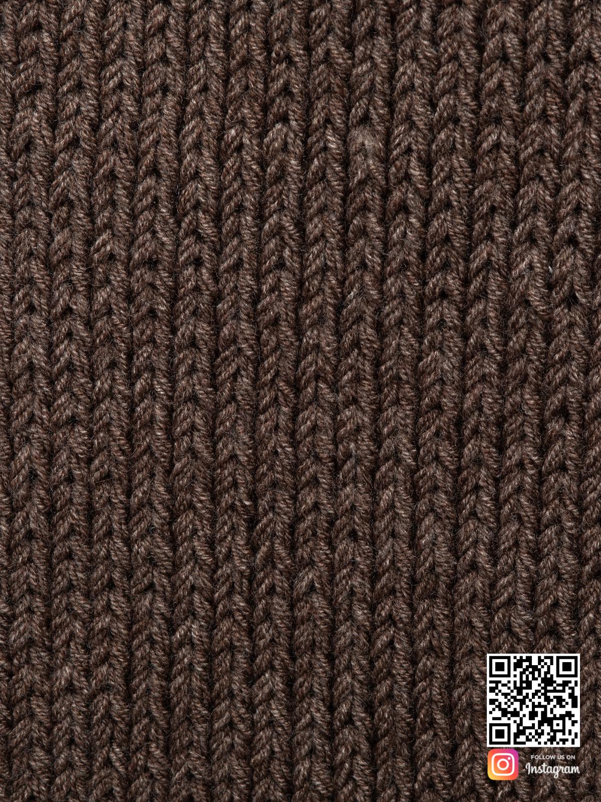 На пятой фотографии шарф коричневый мужской крупным планом от Shapar, бренда вязаной одежды ручной работы в интернет магазине связанных спицами вещей.