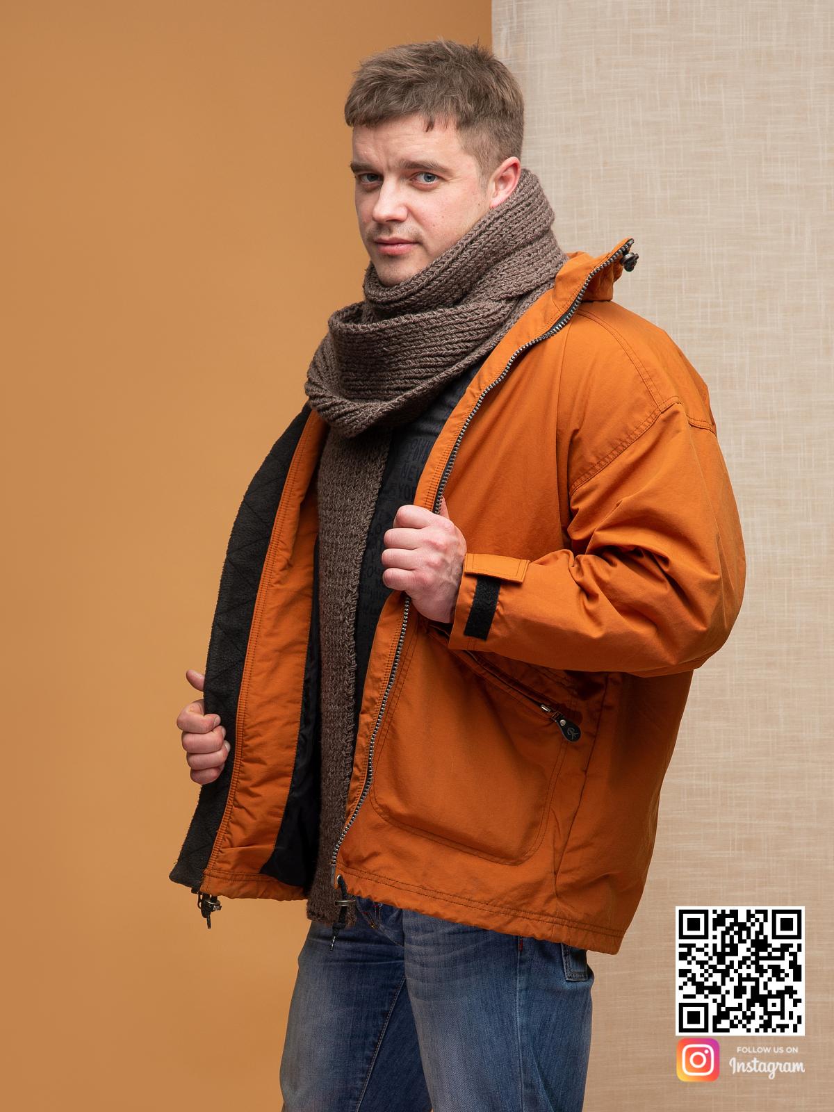 На четвертой фотографии модный коричневый шарф для мужчин от Shapar, бренда вязаной одежды ручной работы в интернет магазине связанных спицами вещей.