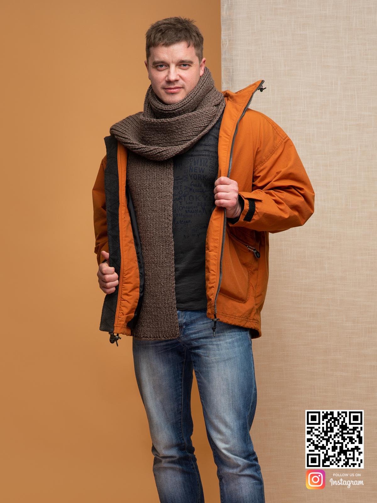 На второй фотографии длинный шарф коричневый мужской от Shapar, бренда вязаной одежды ручной работы в интернет магазине связанных спицами вещей.