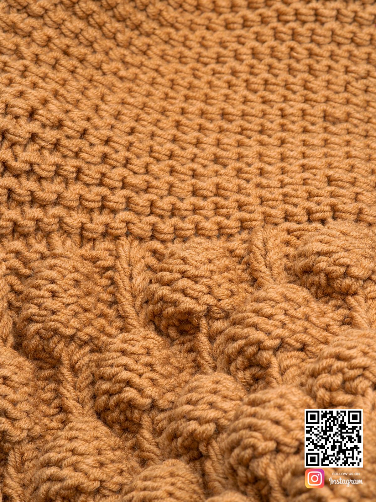 На шестой фотографии женский шарф крупной вязки крупным планом от Shapar, бренда вязаной одежды ручной работы в интернет-магазине связанных спицами вещей.