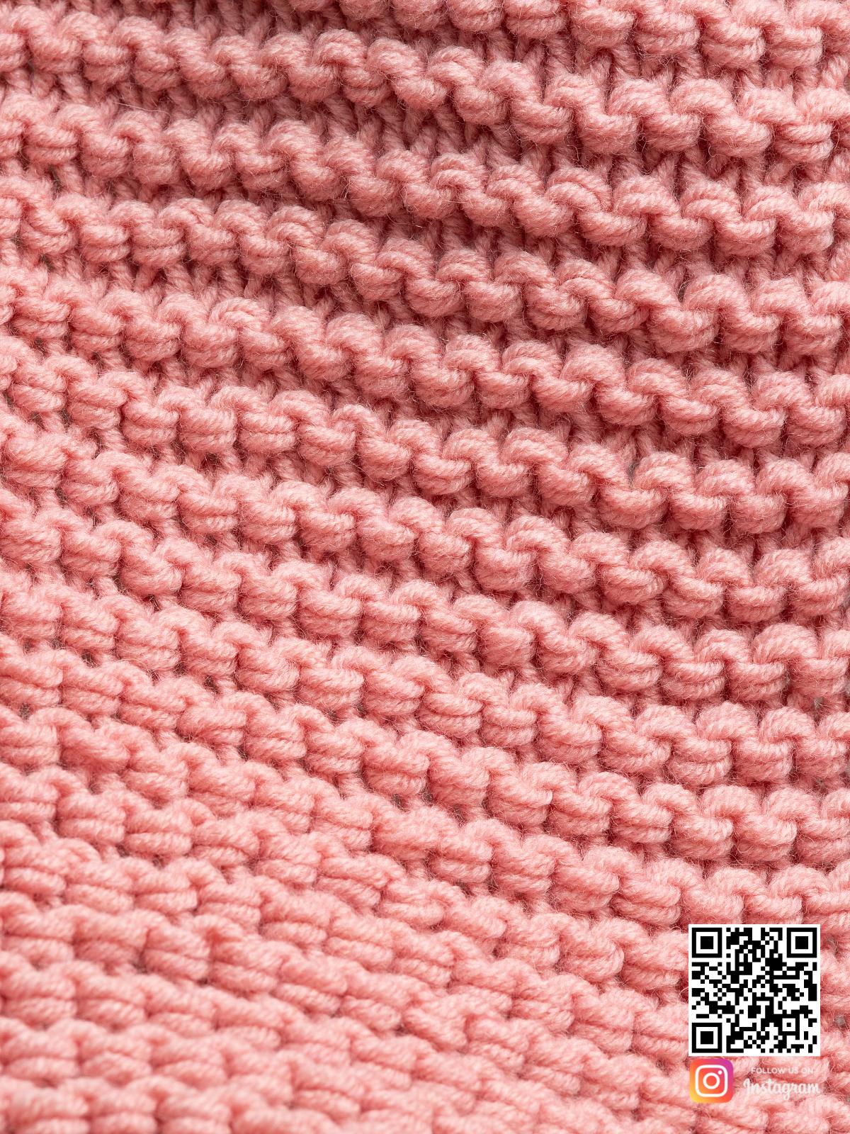 На шестой фотографии женский шарф с бахромой крупным планом от Shapar, бренда вязаной одежды ручной работы в интернет-магазине связанных спицами вещей.