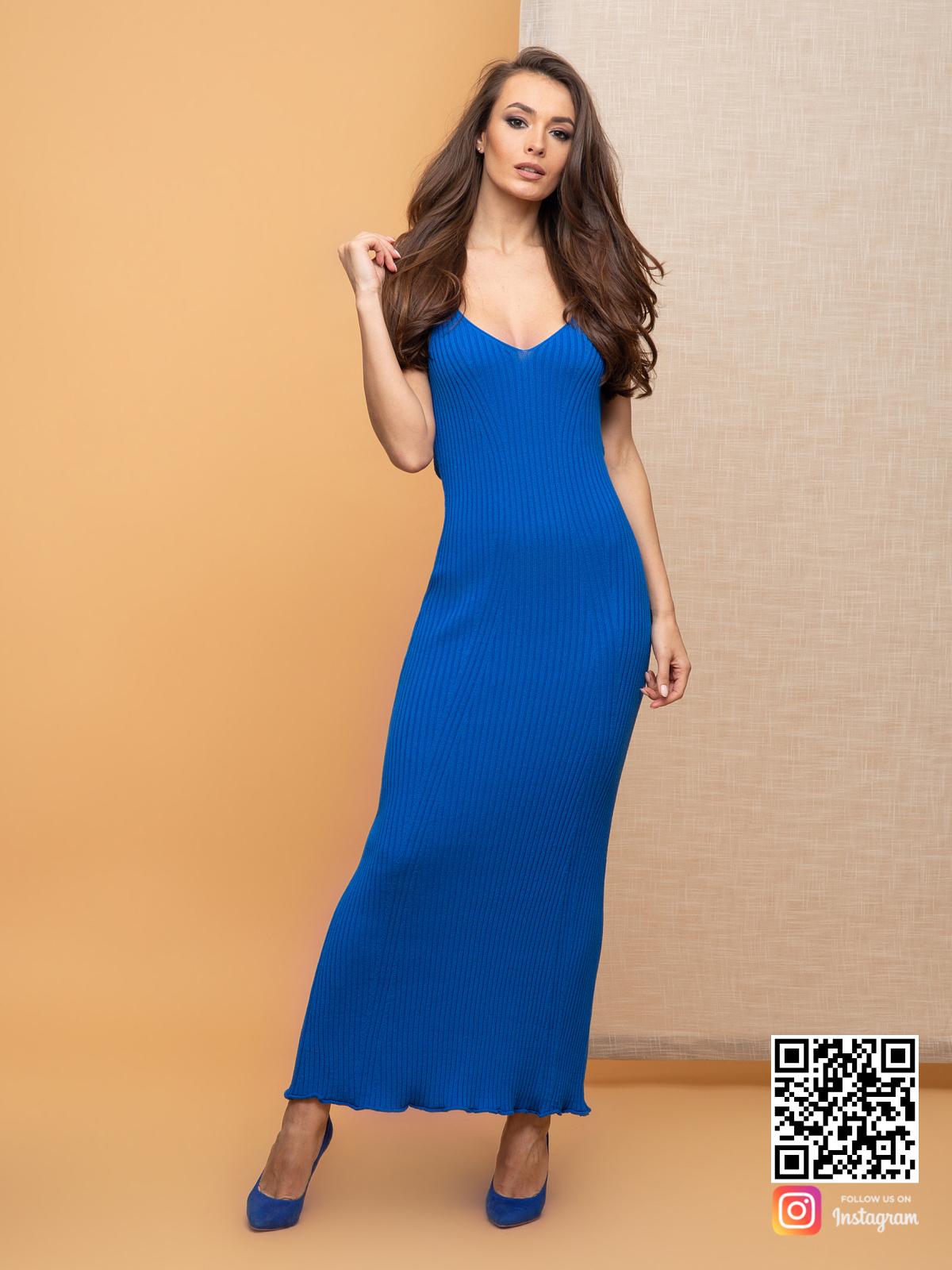На пятой фотографии синее трикотажное платье для девушек от Shapar, бренда вязаной одежды ручной работы в интернет-магазине связанных спицами вещей.