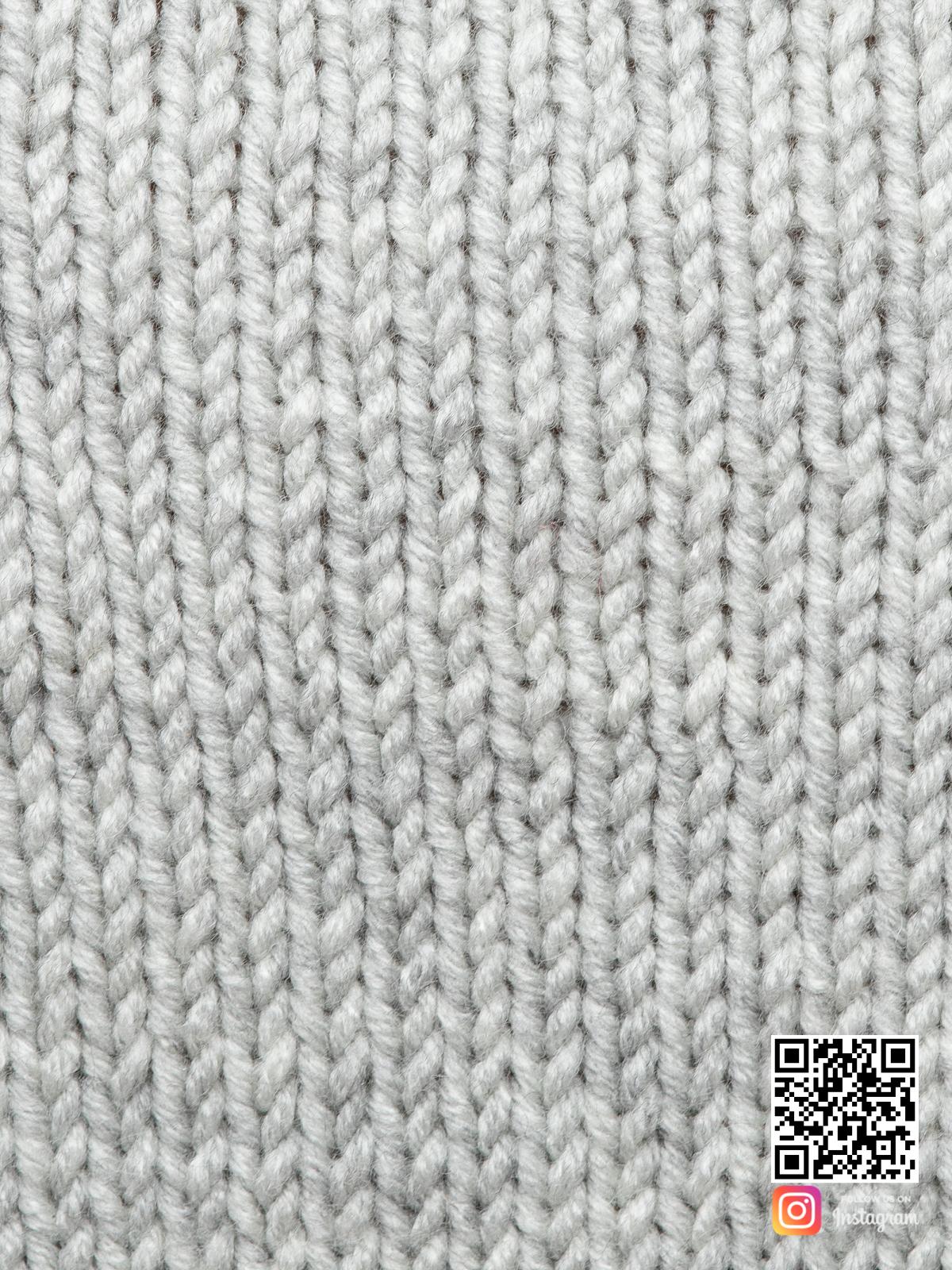 На четвертой фотографии женский светло-серый джемпер крупным планом от Shapar, бренда вязаной одежды ручной работы в интернет-магазине связанных спицами вещей.