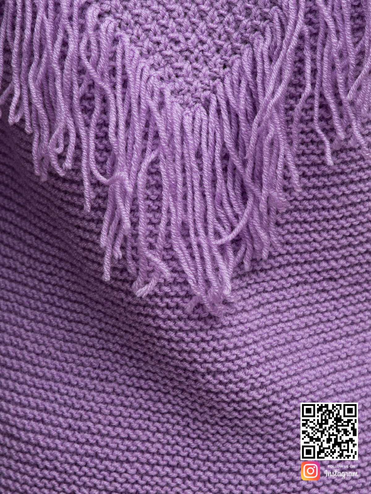На седьмой фотографии сиреневый свитер бохо крупным планом от Shapar, бренда вязаной одежды ручной работы в интернет-магазине связанных спицами вещей.