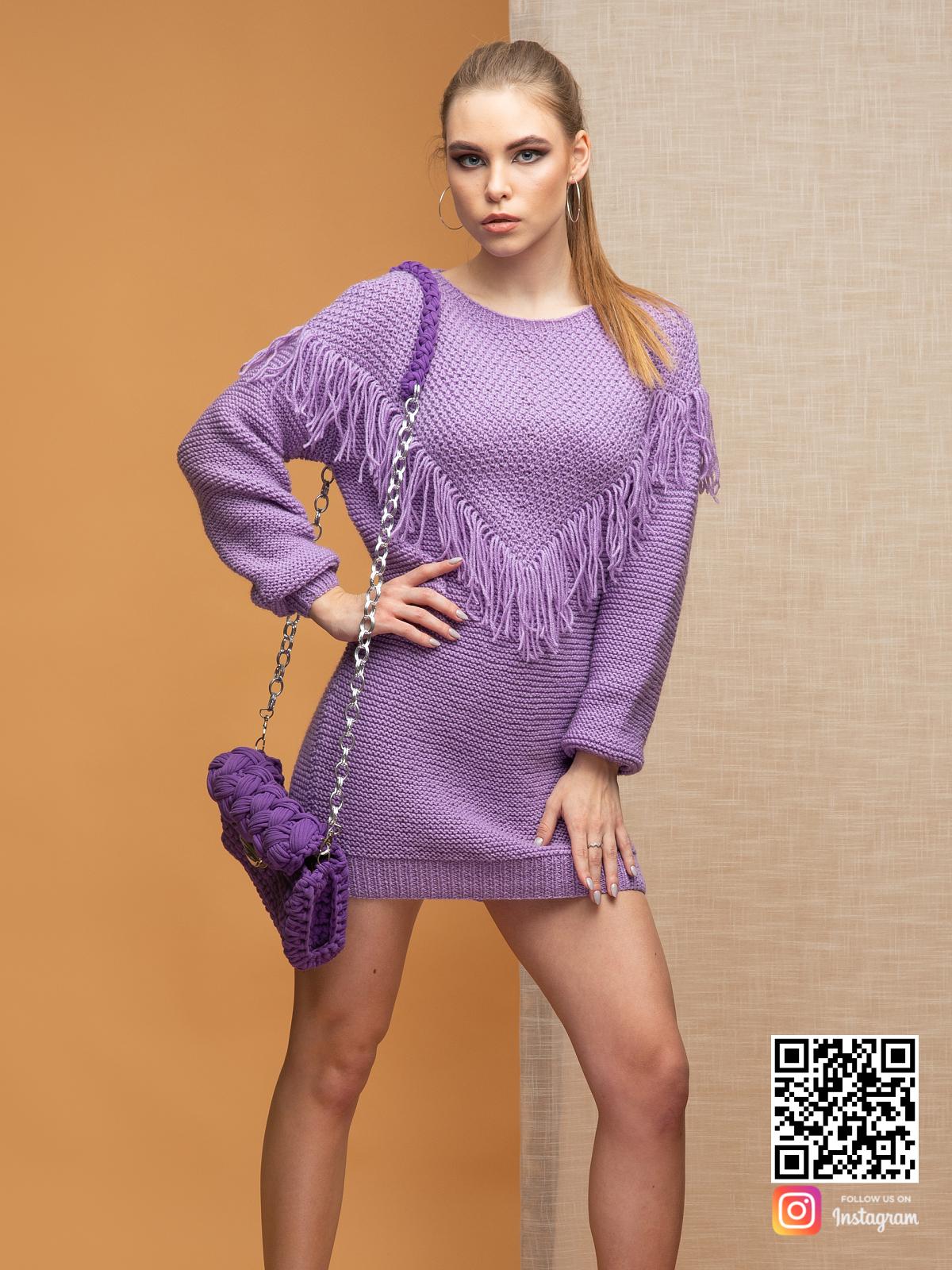 На фотографии свитер бохо от Shapar, бренда вязаной одежды ручной работы в интернет-магазине связанных спицами вещей.