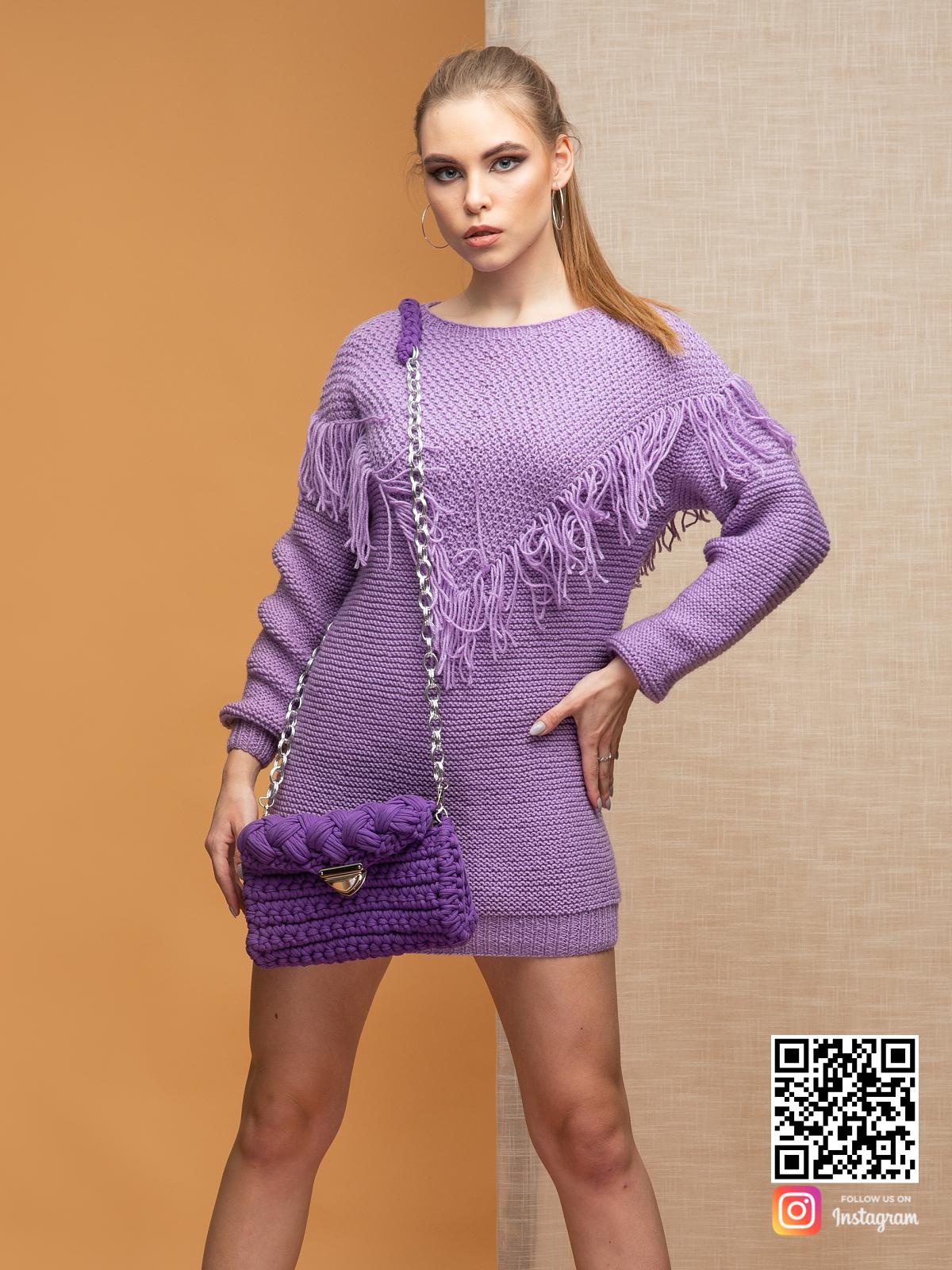 На третьей фотографии свитер бохо сиреневого цвета от Shapar, бренда вязаной одежды ручной работы в интернет-магазине связанных спицами вещей.