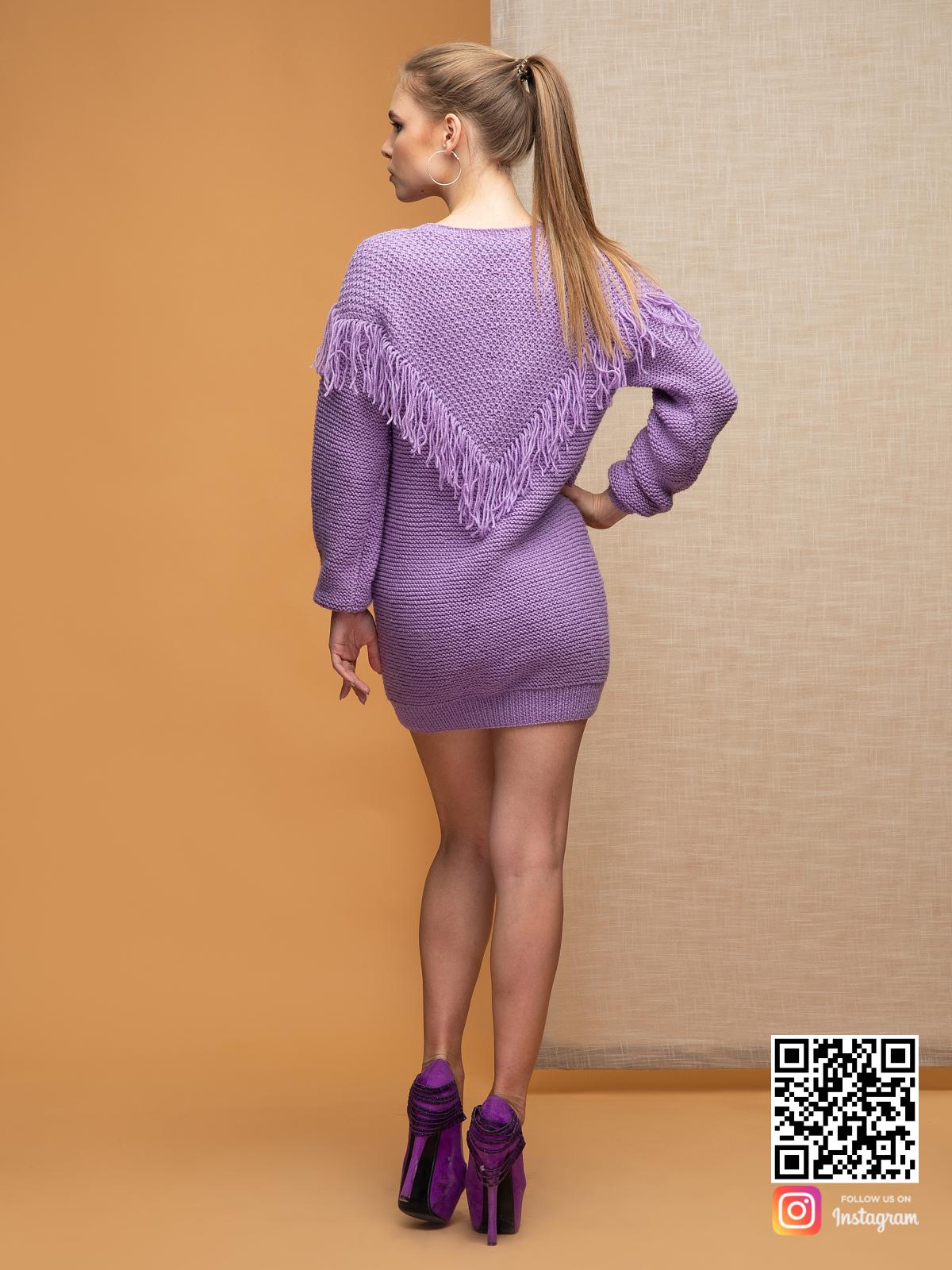 На второй фотографии свитер бохо со спины от Shapar, бренда вязаной одежды ручной работы в интернет-магазине связанных спицами вещей.