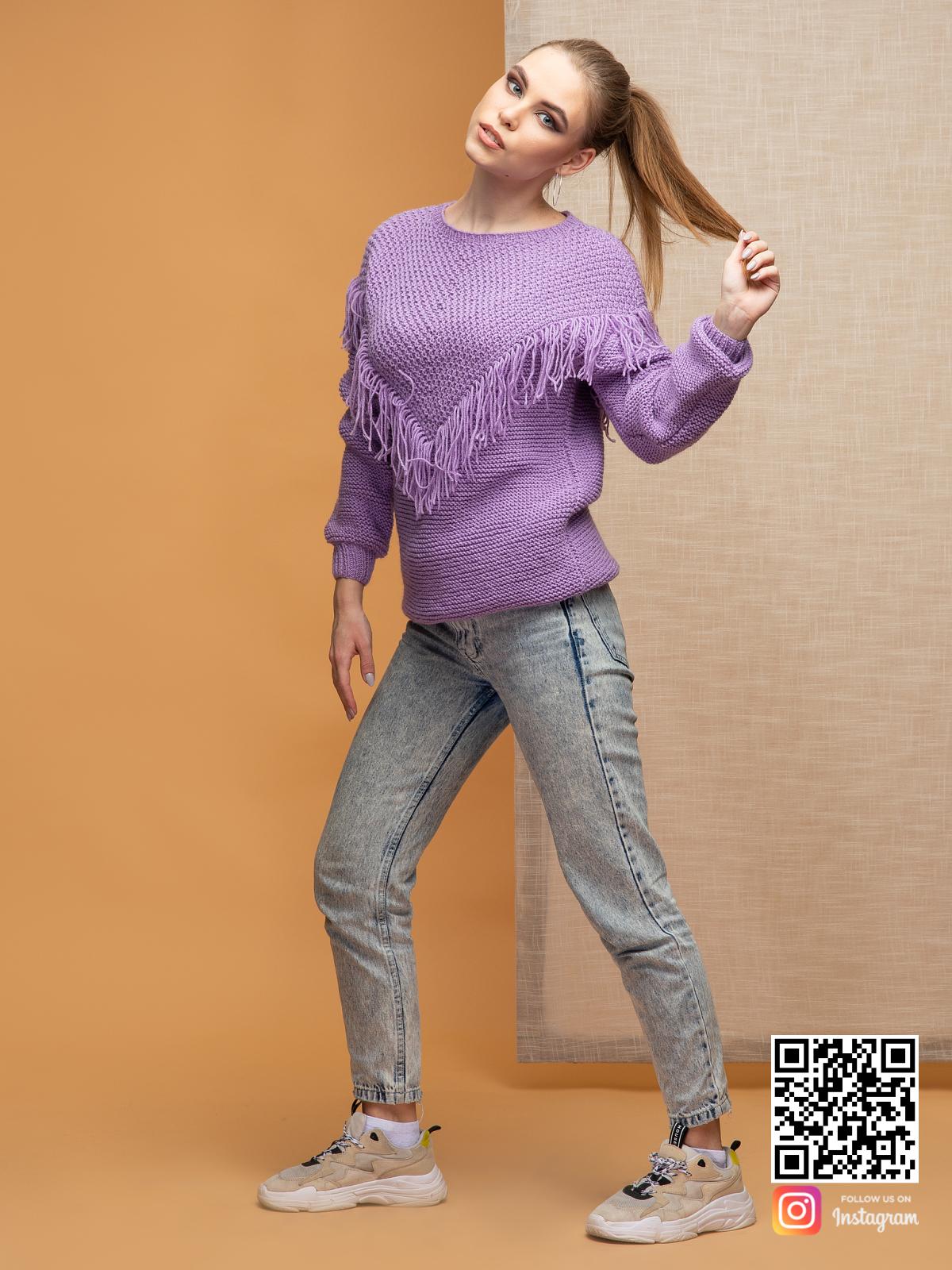 На четвертой фотографии удлиненный свитер бохо от Shapar, бренда вязаной одежды ручной работы в интернет-магазине связанных спицами вещей.