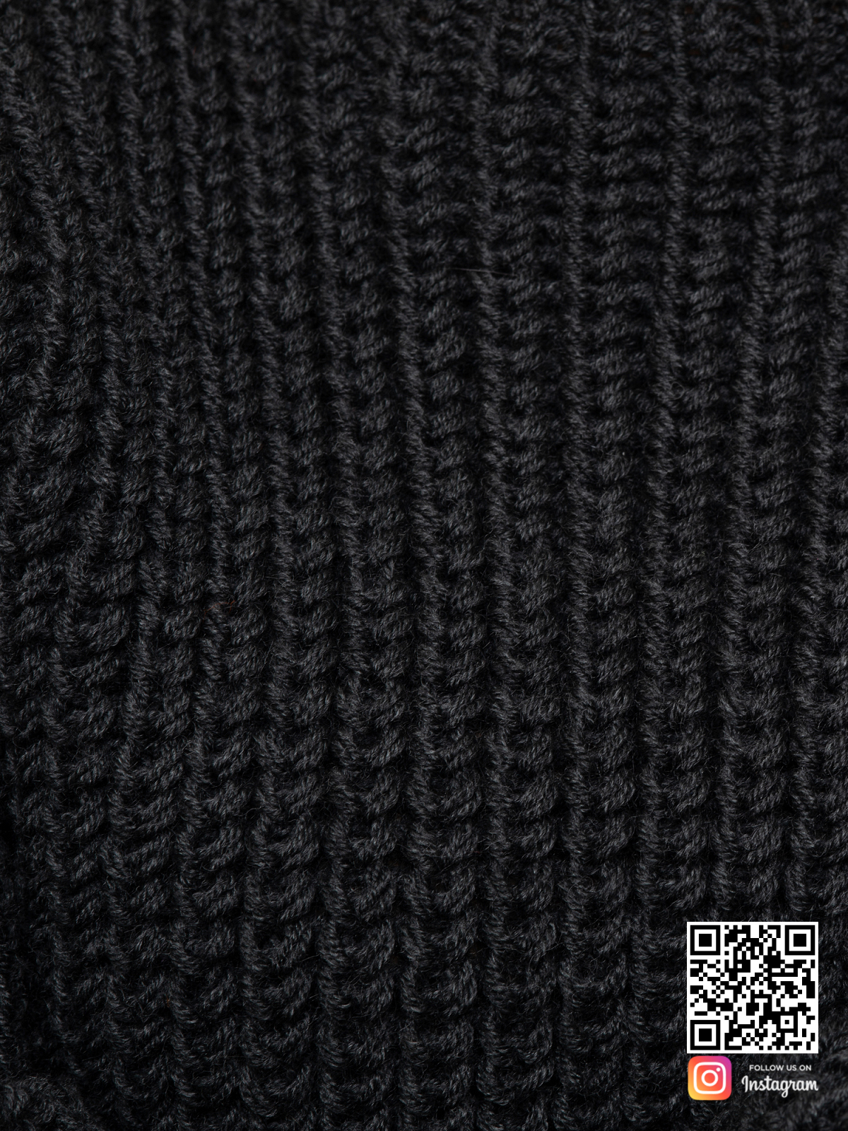 На шестой фотографии свитер оверсайз для женщин крупным планом от Shapar, бренда вязаной одежды ручной работы в интернет-магазине связанных спицами вещей.