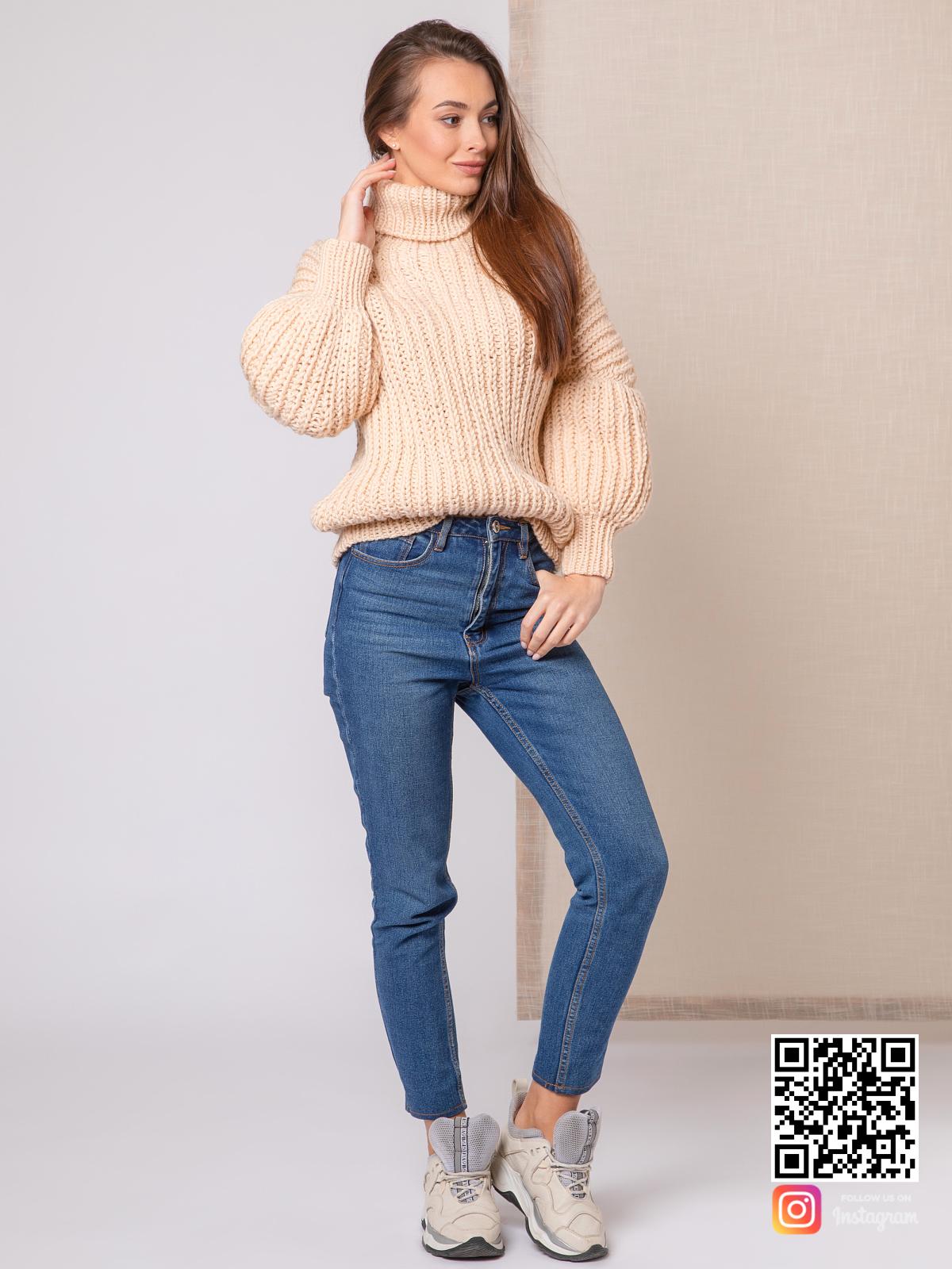 На четвертой фотографии свитер с высоким горлом женский крупной вязки от Shapar, бренда вязаной одежды ручной работы в интернет-магазине связанных спицами вещей.