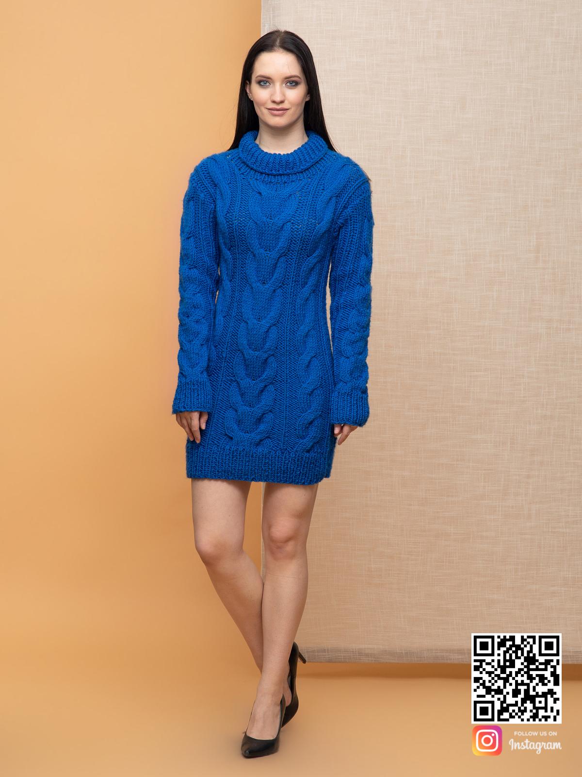 На пятой фотографии женский свитер синего цвета с воротником от Shapar, бренда вязаной одежды ручной работы в интернет-магазине связанных спицами вещей.