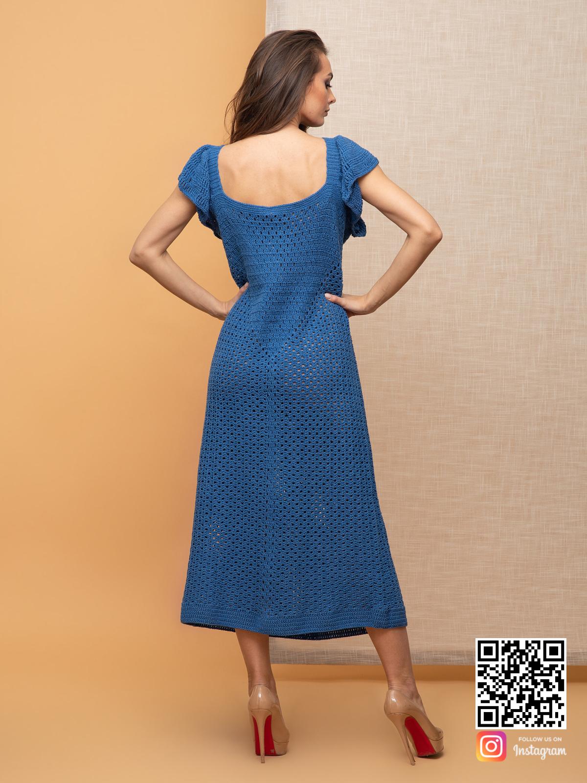 На второй фотографии женское вязаное платье без рукавов со спины от Shapar, бренда одежды ручной работы в интернет-магазине связанных спицами вещей.