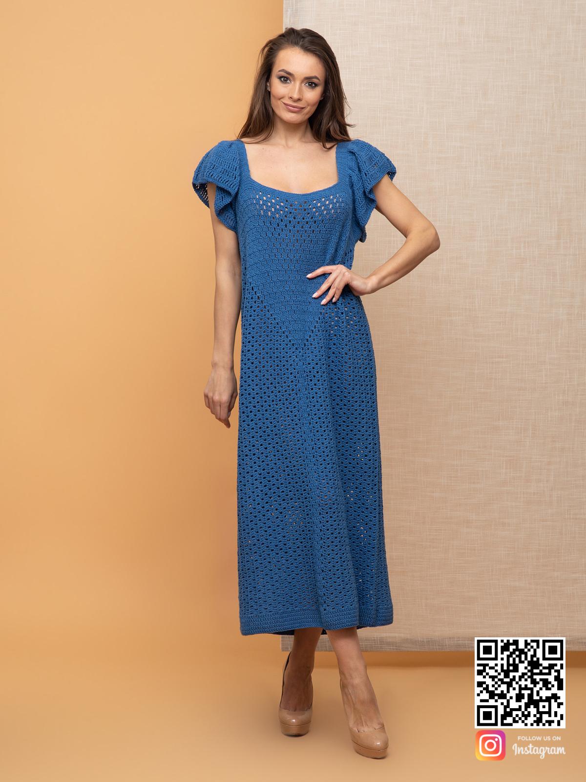 На третьей фотографии синее женское вязаное платье без рукавов от Shapar, бренда одежды ручной работы в интернет-магазине связанных спицами вещей.
