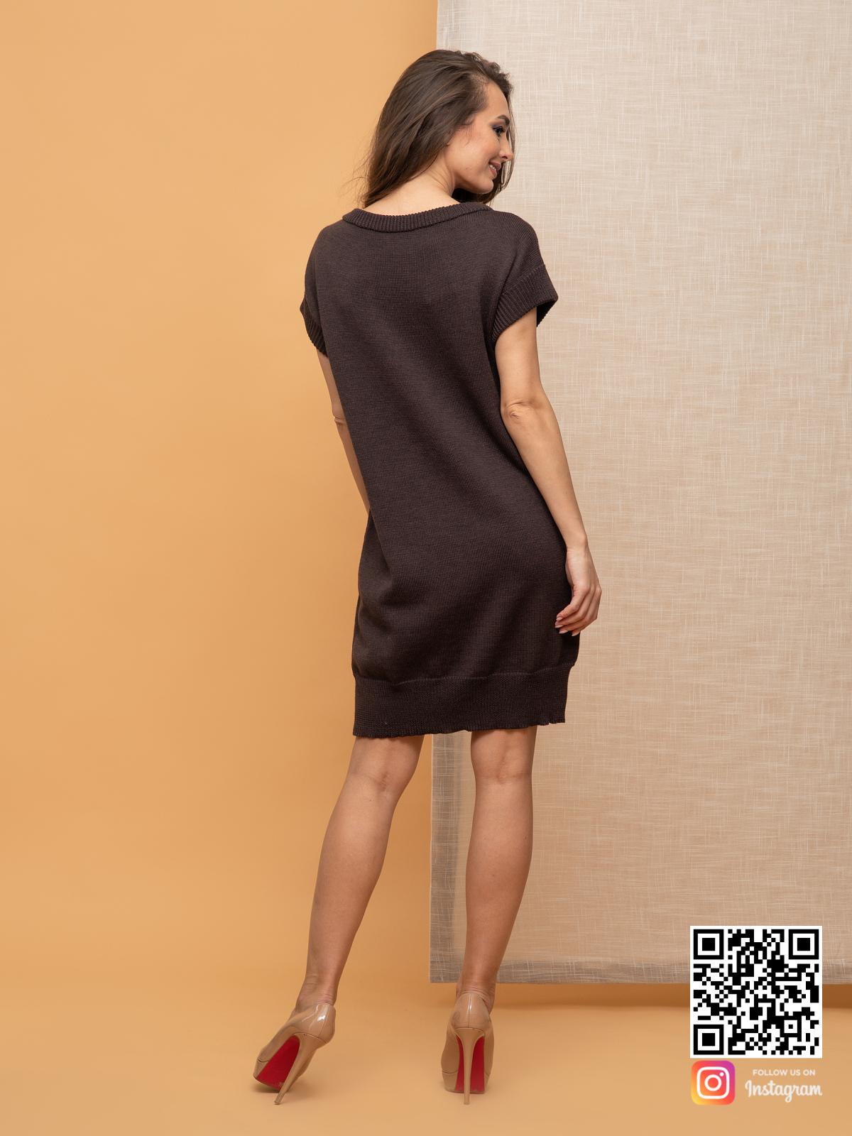 На второй фотографии вязаное платье летнее со спины от Shapar, бренда женской одежды ручной работы в интернет-магазине связанных спицами вещей.