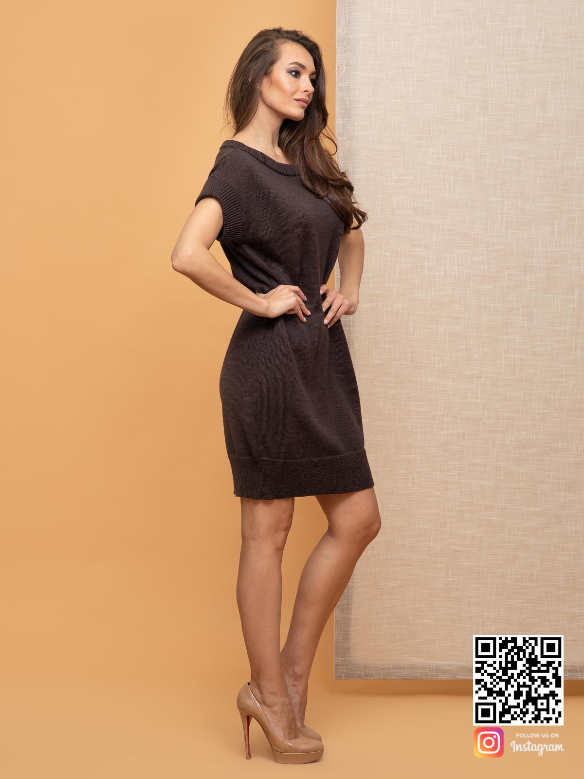 На третьей фотографии коричневое вязаное платье летнее от Shapar, бренда женской одежды ручной работы в интернет-магазине связанных спицами вещей.