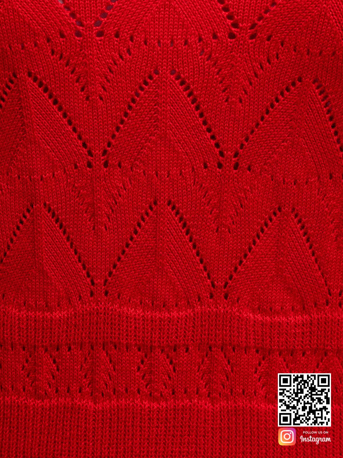 На четвертой фотографии женское вязаное платье с орнаментом крупным планом от Shapar, бренда одежды ручной работы в интернет-магазине связанных спицами вещей.