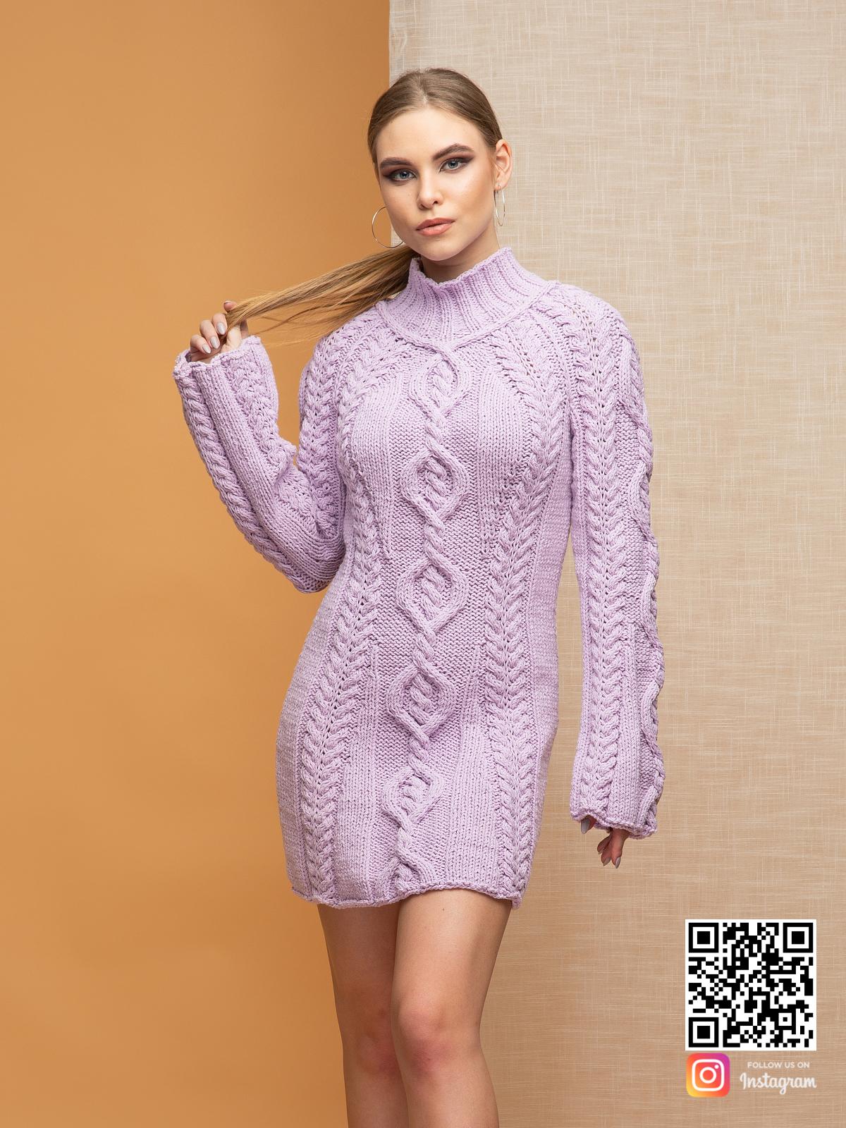 На третьей фотографии вязаное платье сиреневого цвета с воротником для девушек от Shapar, бренда одежды ручной работы в интернет-магазине связанных спицами вещей.