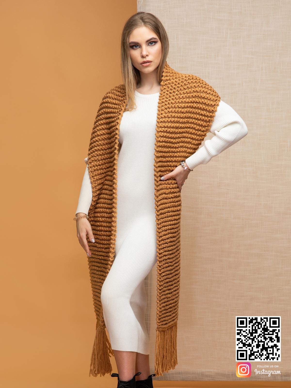 На шестой фотографии модный женский коричневый шарф от Shapar, бренда вязаной одежды ручной работы в интернет-магазине связанных спицами вещей.