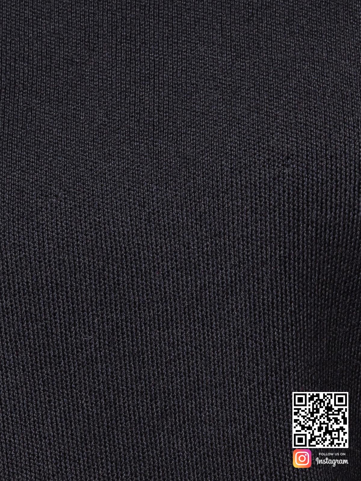 На седьмой фотографии черный костюм женский крупным планом от Shapar, бренда вязаной одежды ручной работы в интернет-магазине связанных спицами вещей.