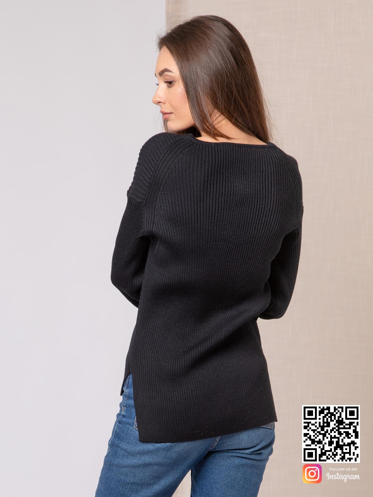 На пятой фотографии джемпер трикотажный женский с асимметричным низом от Shapar, бренда вязаной одежды ручной работы в интернет-магазине связанных спицами вещей.