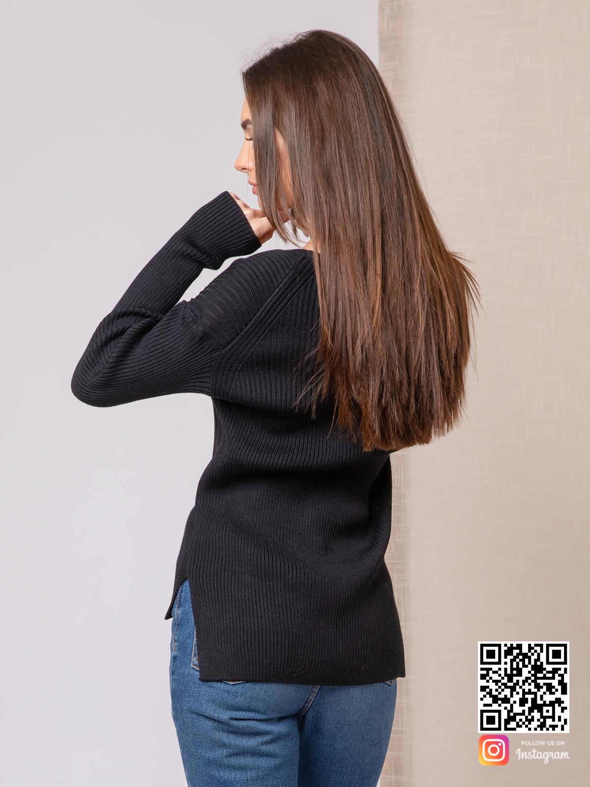 На второй фотографии джемпер трикотажный женский со спины от Shapar, бренда вязаной одежды ручной работы в интернет-магазине связанных спицами вещей.