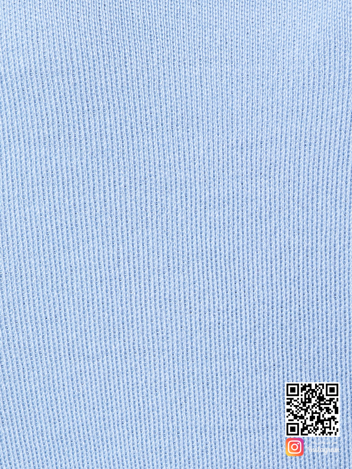 На пятой фотографии голубой спортивный костюм женский крупным планом от Shapar, бренда вязаной одежды ручной работы в интернет-магазине связанных спицами вещей.
