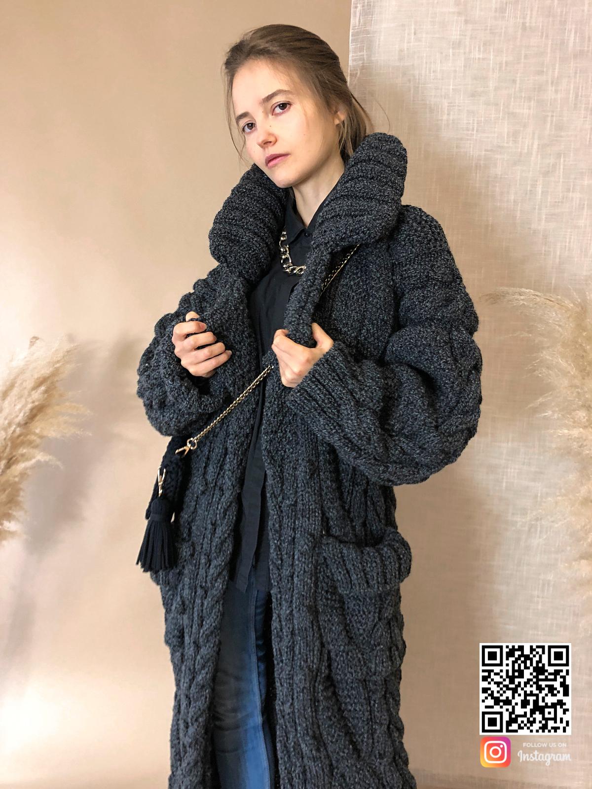 На четвертой фотографии теплый женский меланжевый кардиган от Shapar, бренда вязаной одежды ручной работы в интернет-магазине связанных спицами вещей.