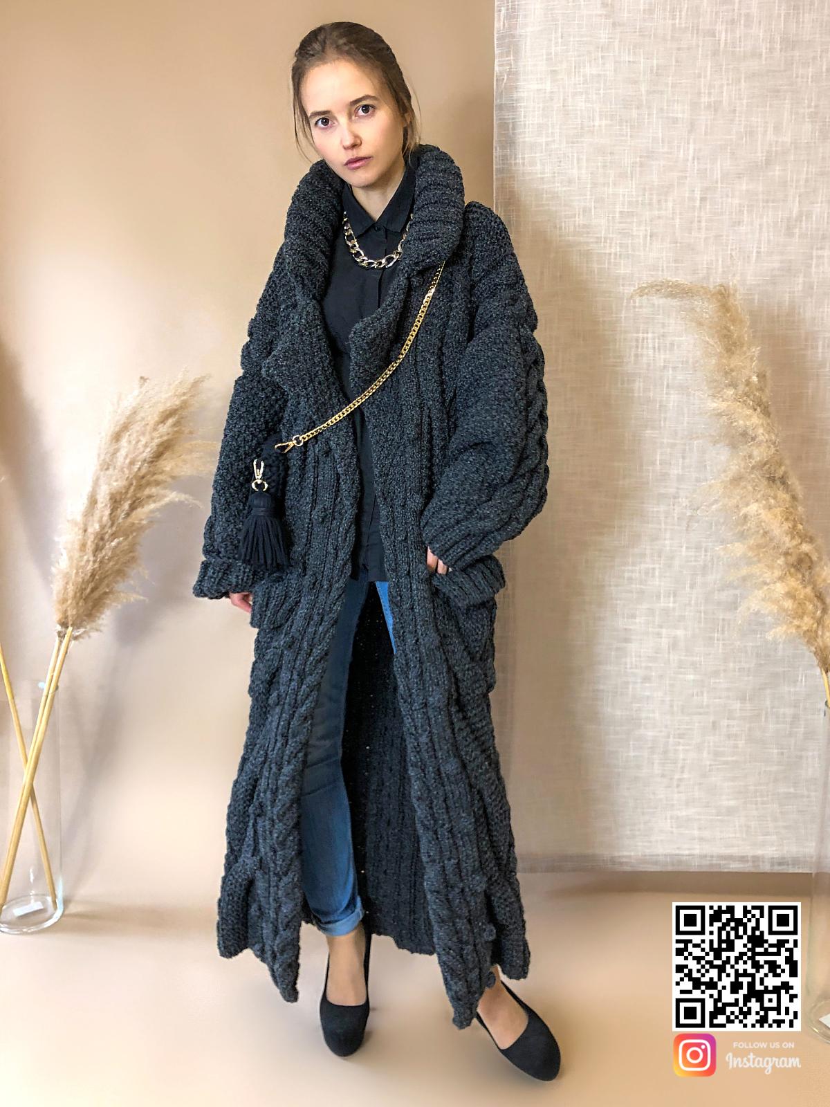 На пятой фотографии длинный женский меланжевый кардиган от Shapar, бренда вязаной одежды ручной работы в интернет-магазине связанных спицами вещей.