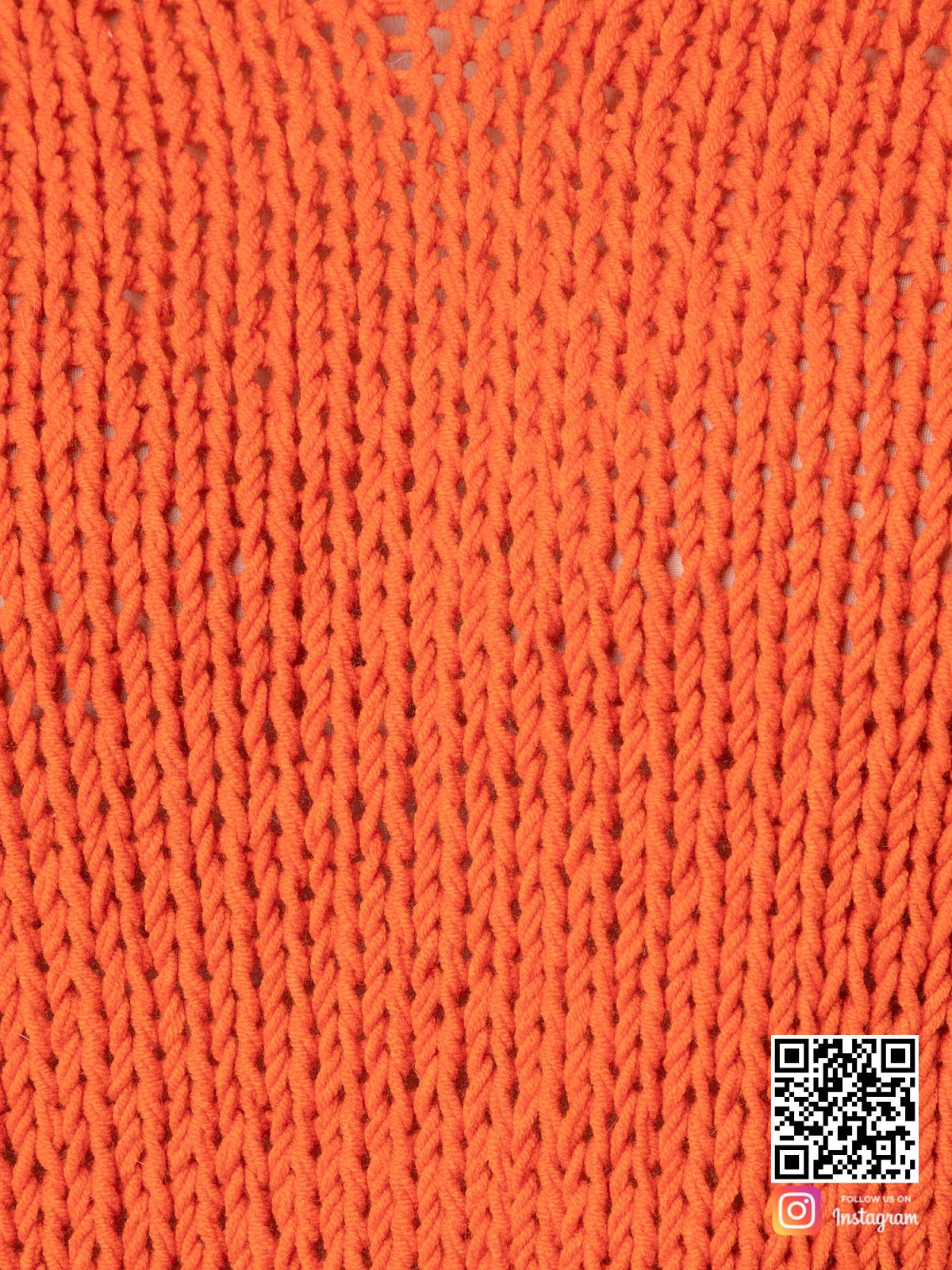 На шестой фотографии хлопковый модный свитер для девушки крупным планом от Shapar, бренда вязаной одежды ручной работы в интернет-магазине связанных спицами вещей.
