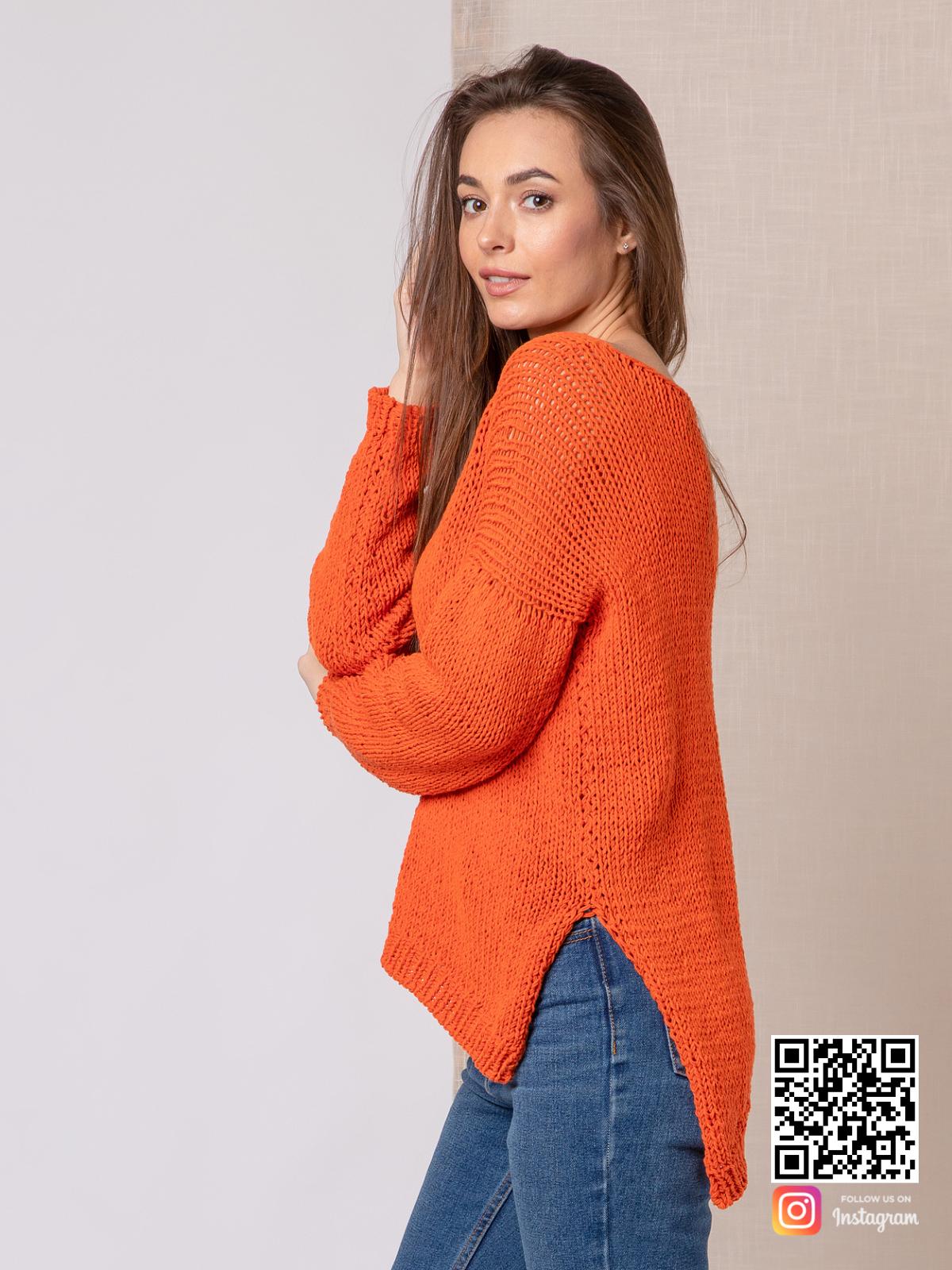 На пятой фотографии летний модный свитер для девушки оранжевого цвета от Shapar, бренда вязаной одежды ручной работы в интернет-магазине связанных спицами вещей.