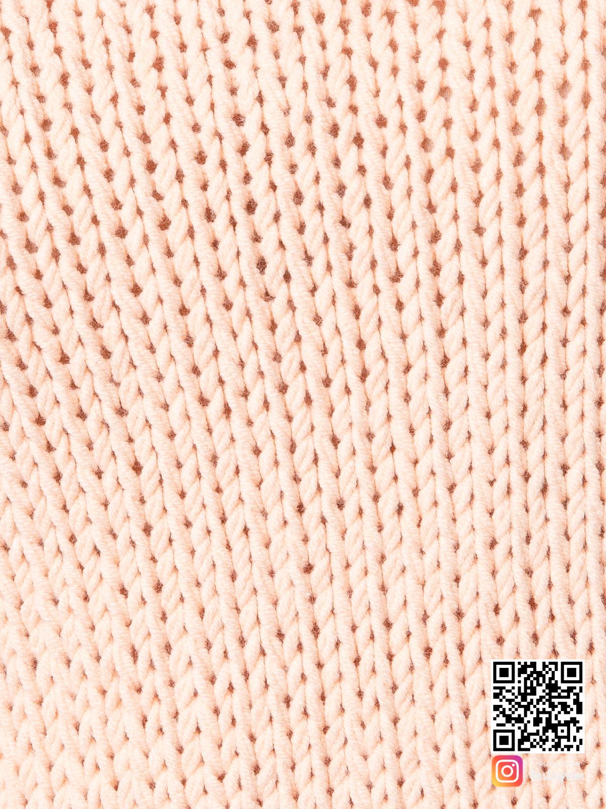 На шестой фотографии молодежный женский свитер крупным планом от Shapar, бренда вязаной одежды ручной работы в интернет-магазине связанных спицами вещей.