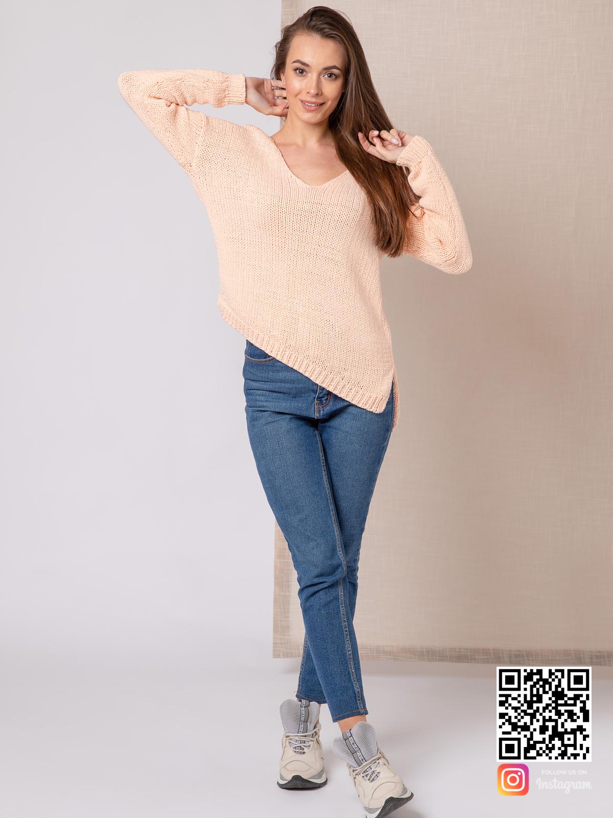 На пятой фотографии летний молодежный женский свитер из хлопка от Shapar, бренда вязаной одежды ручной работы в интернет-магазине связанных спицами вещей.