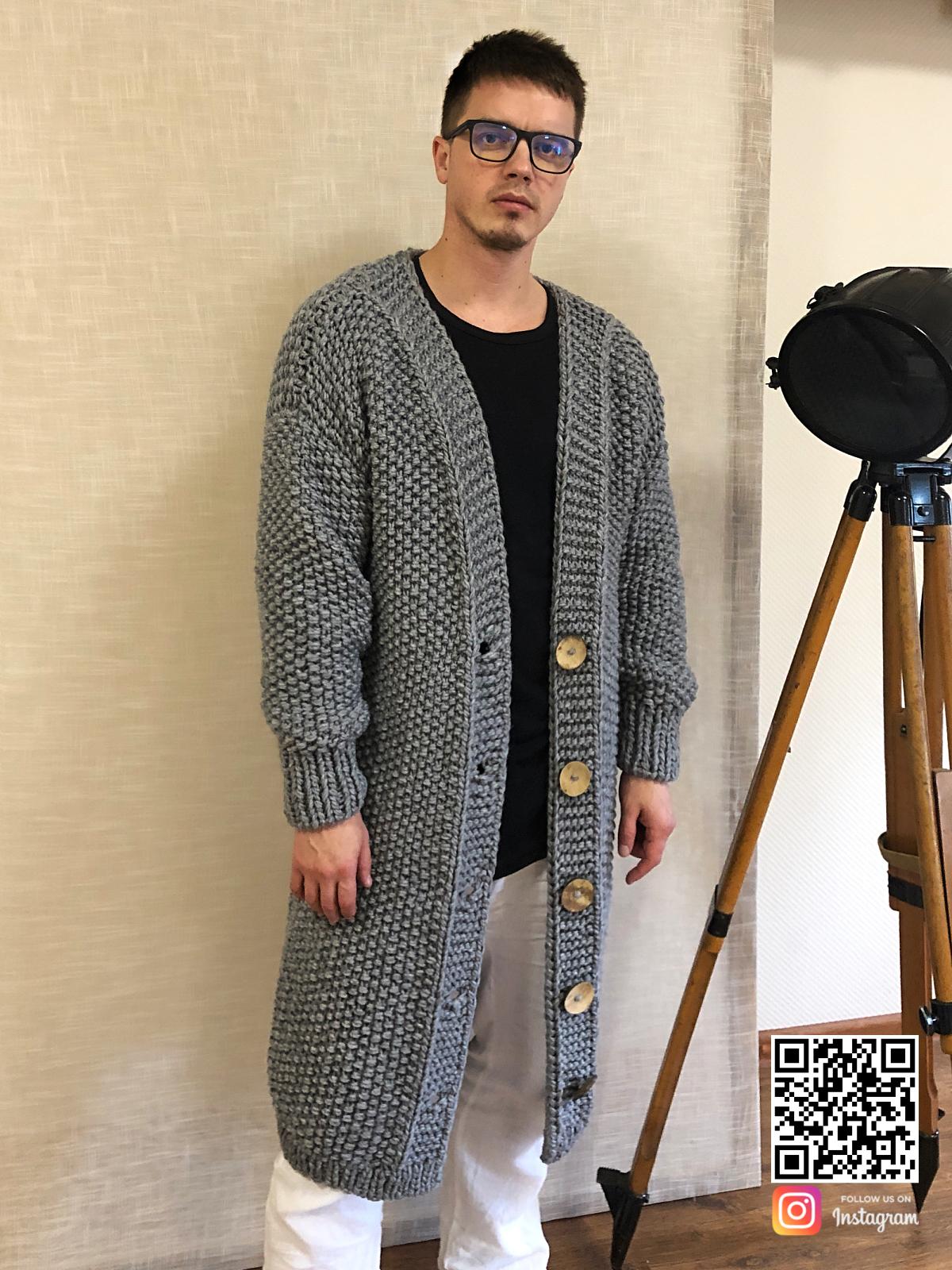 На шестой фотографии кардиган мужской с крупными пуговицами от Shapar, бренда вязаной одежды ручной работы в интернет-магазине связанных спицами вещей.