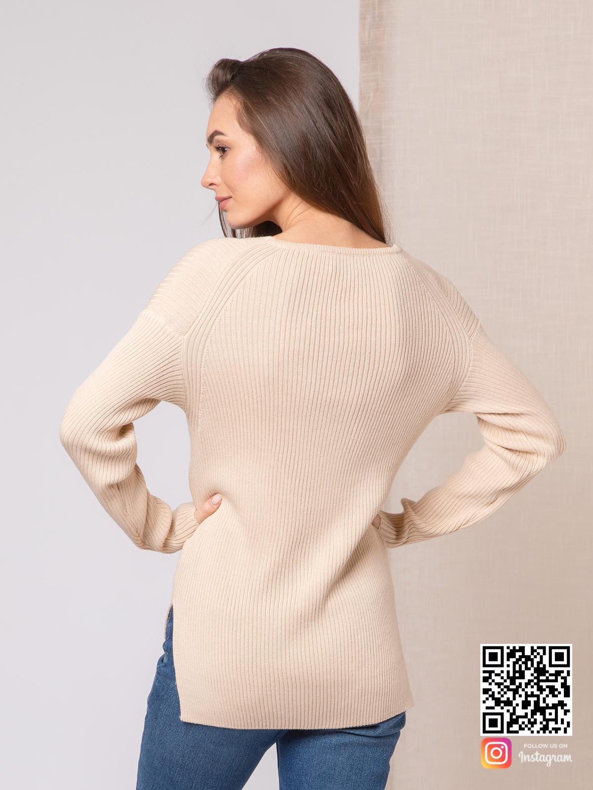 На пятой фотографии пуловер тонкий женский с асимметричным низом от Shapar, бренда вязаной одежды ручной работы в интернет-магазине связанных спицами вещей.
